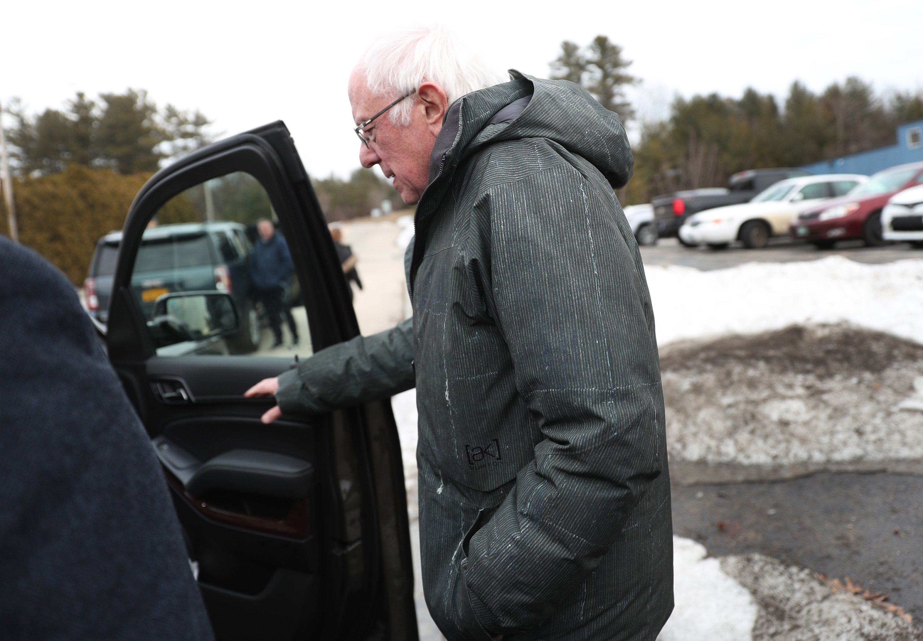MANCHESTER, NEW HAMPSHIRE - FEBRUARY 04: Democratic presidential candidate Sen. Bernie Sanders (I-VT) walks to his vehicle after greeting people that turned out to meet him after he landed on February 04, 2020 in Manchester, New Hampshire. Mr. Sanders arrived in New Hampshire to campaign leading up to the primary on February 11 as he awaits the release of the results from the Iowa caucus. (Photo by Joe Raedle/Getty Images)