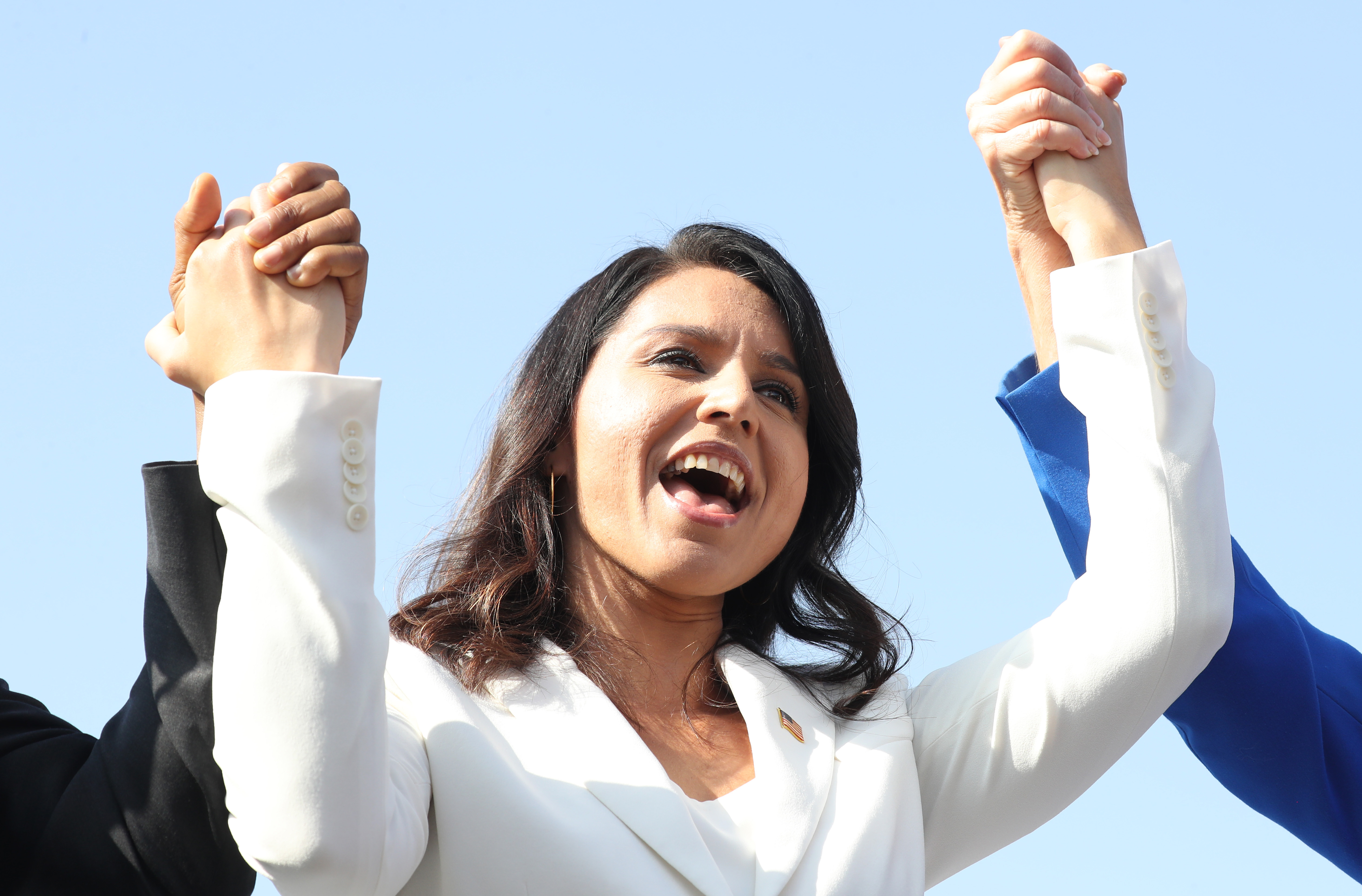 Democratic presidential candidate U.S. Rep. Tulsi Gabbard (D-HI) sings during the inaugural Veterans Day L.A. event held outside of the Los Angeles Memorial Coliseum on November 11, 2019 in Los Angeles, California. (Mario Tama/Getty Images)