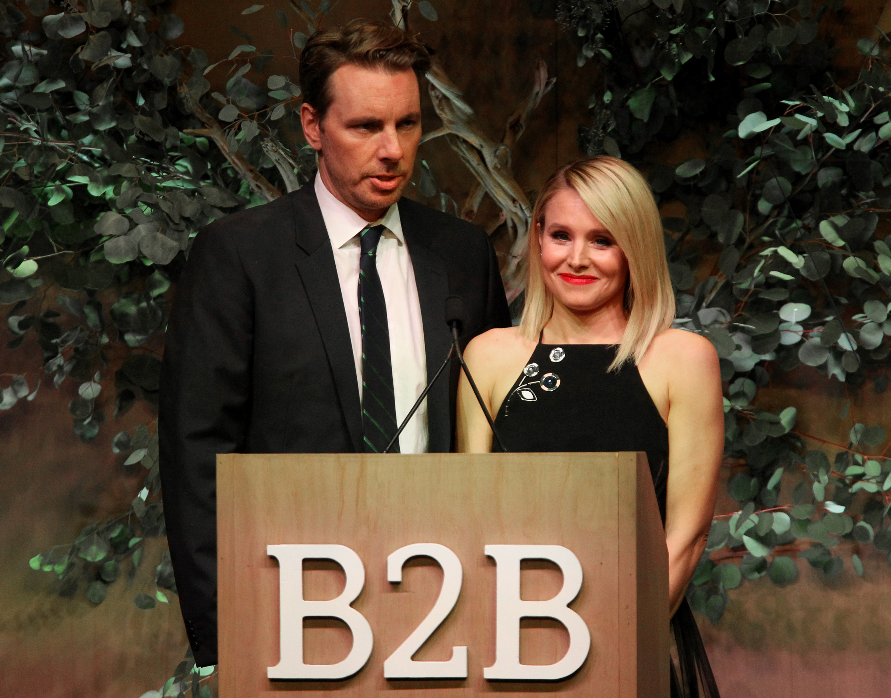 Actors Dax Shepard and Kristen Bell speaks onstage during the Fifth Annual Baby2Baby Gala, Presented By John Paul Mitchell Systems at 3LABS on November 12, 2016 in Culver City, California. (Photo by Tommaso Boddi/Getty Images for Baby2Baby)
