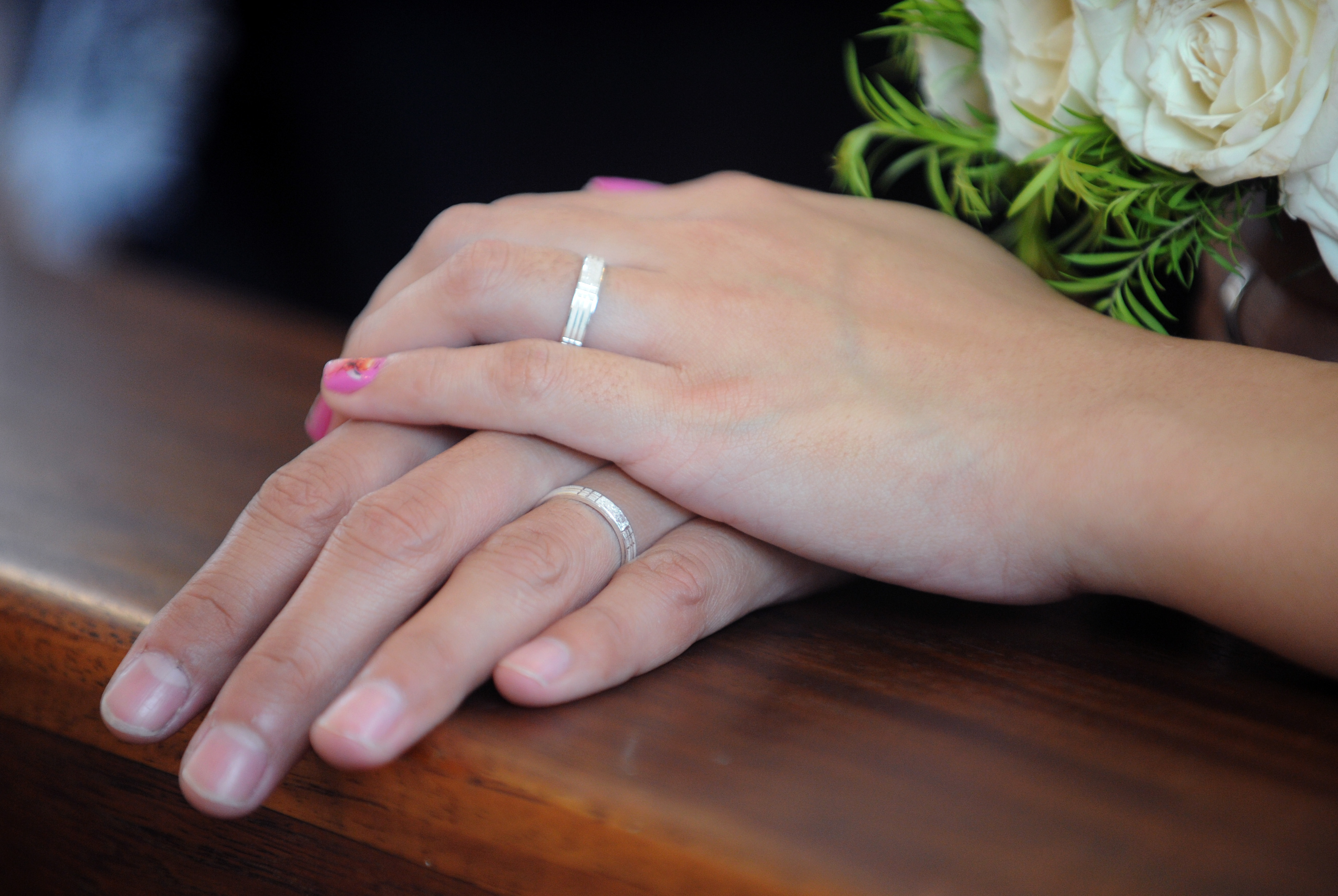 A couples shows their wedding ring during a mass wedding (JAY DIRECTO/AFP/GettyImages)