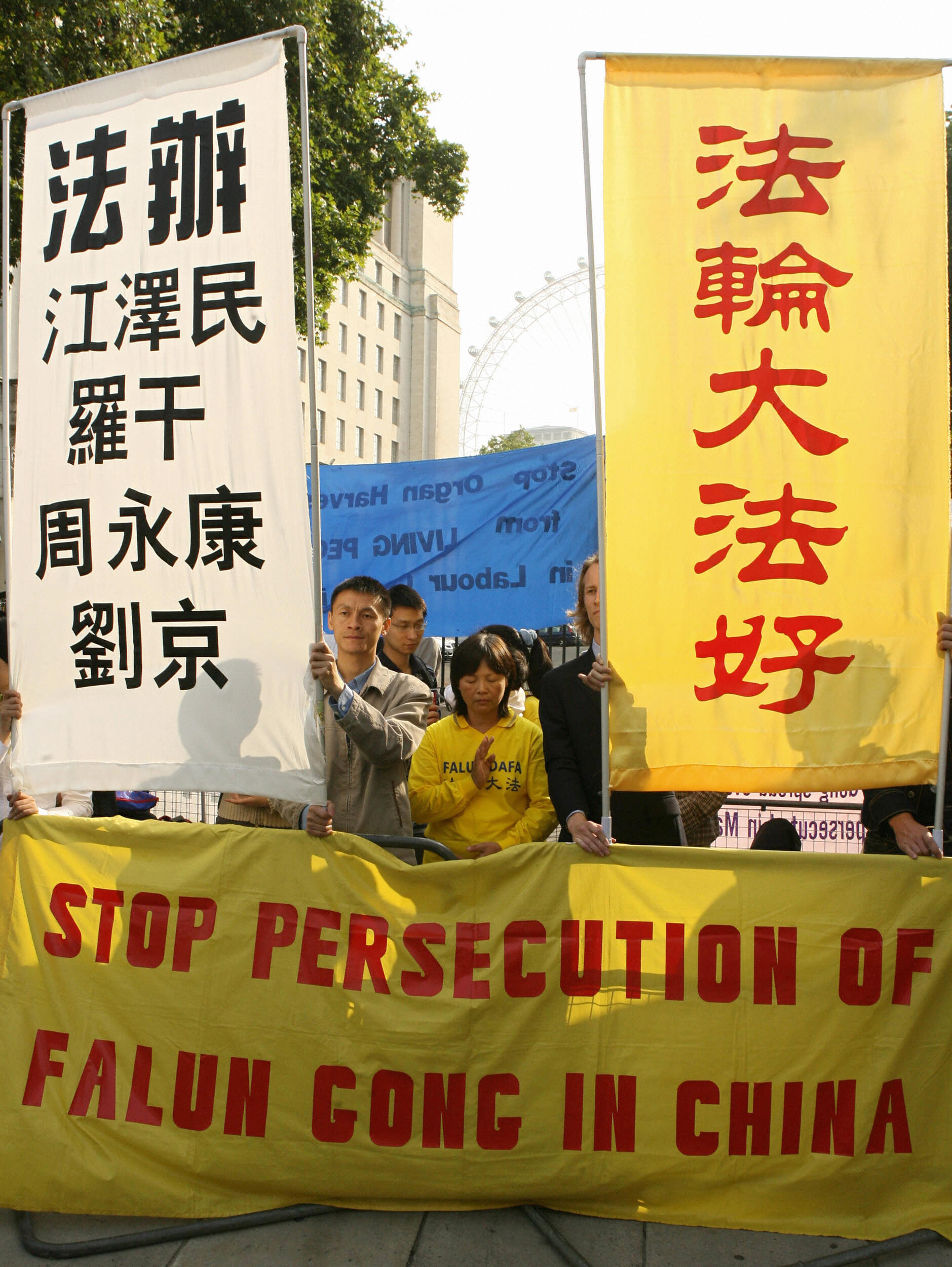 Falun Gong protestors gather outside 10 Downing Street in London, 13 September 2006. (JOHN D MCHUGH/AFP via Getty Images)