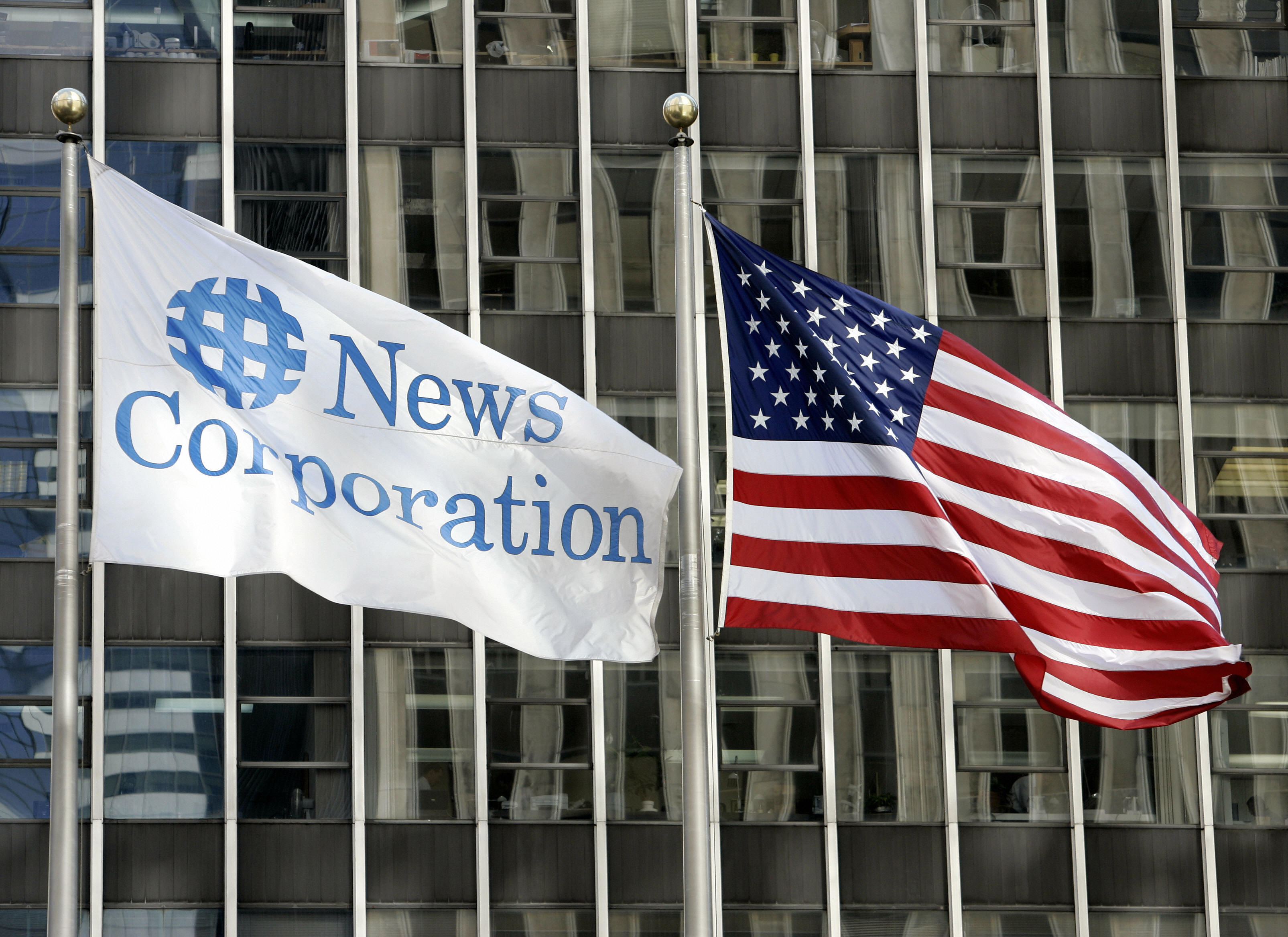 US-media-Fox Flags fly outside the News Corporation building, parent of the Fox News Channel television station, 05 October 2006, in New York. (STAN HONDA/AFP via Getty Images)