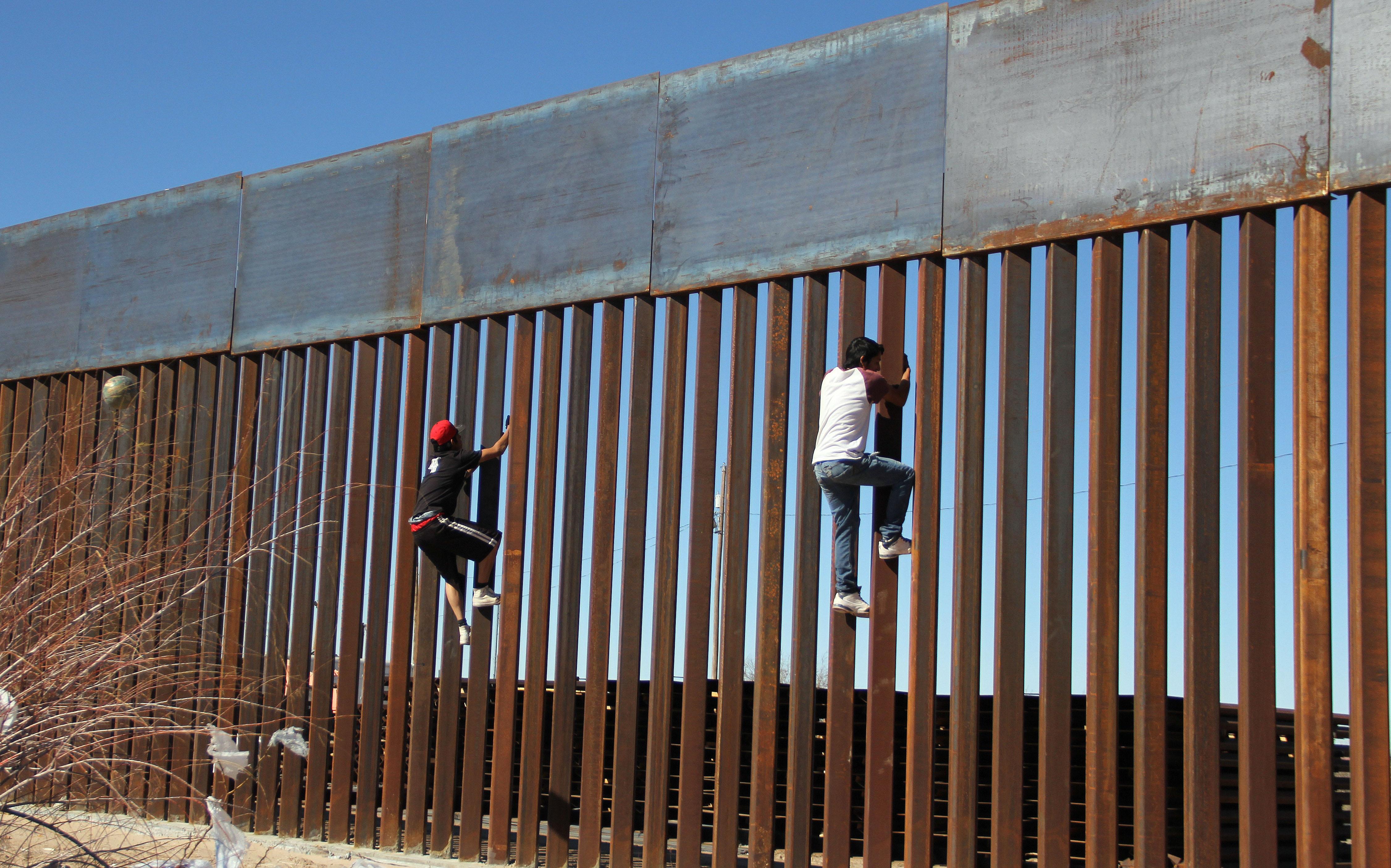 TOPSHOT-MEXICO-US-BORDER