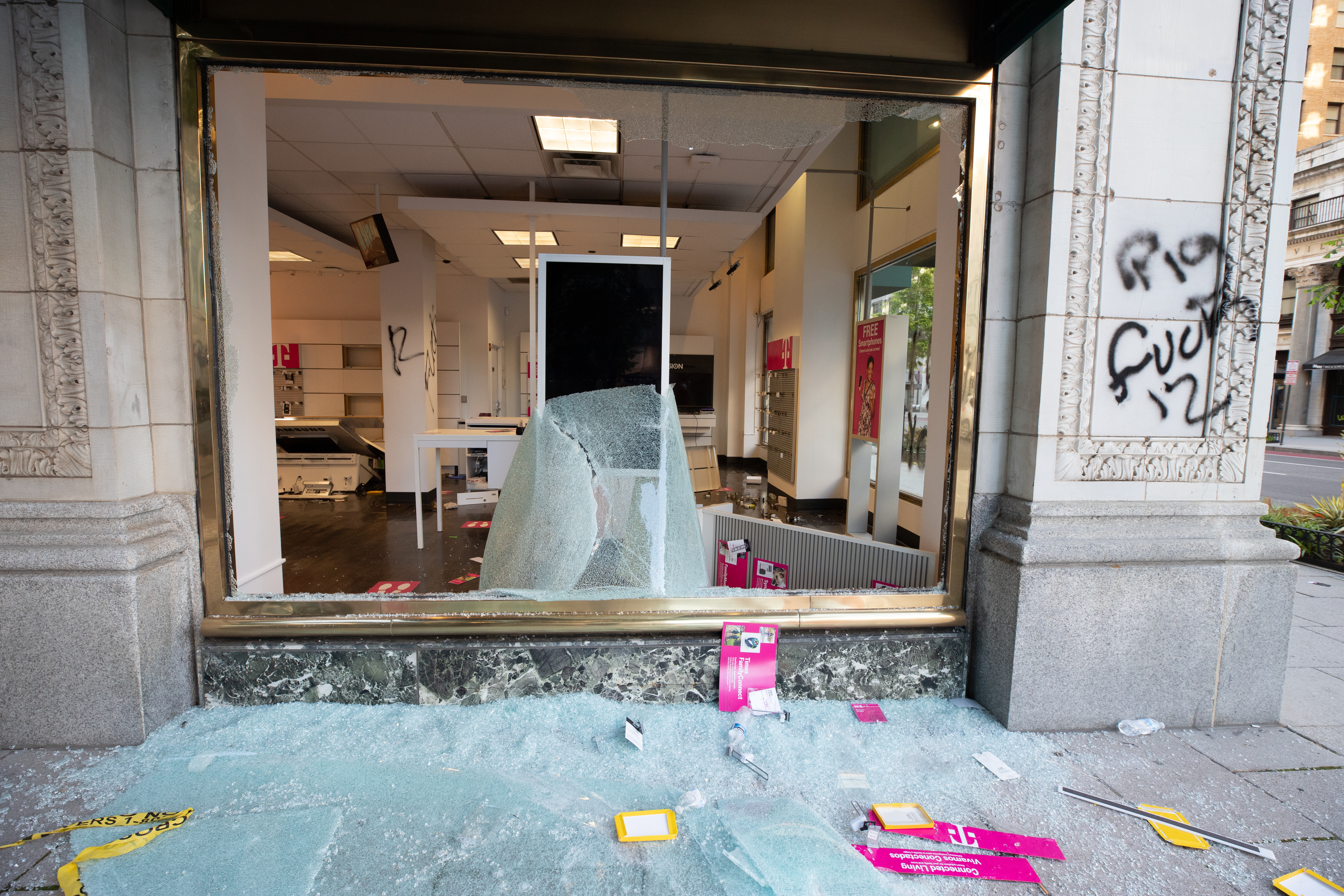 T-Mobile retail store on the corner of 15th St. NW and H Street. (Photo: Kaylee C. Greenlee for The Daily Caller)