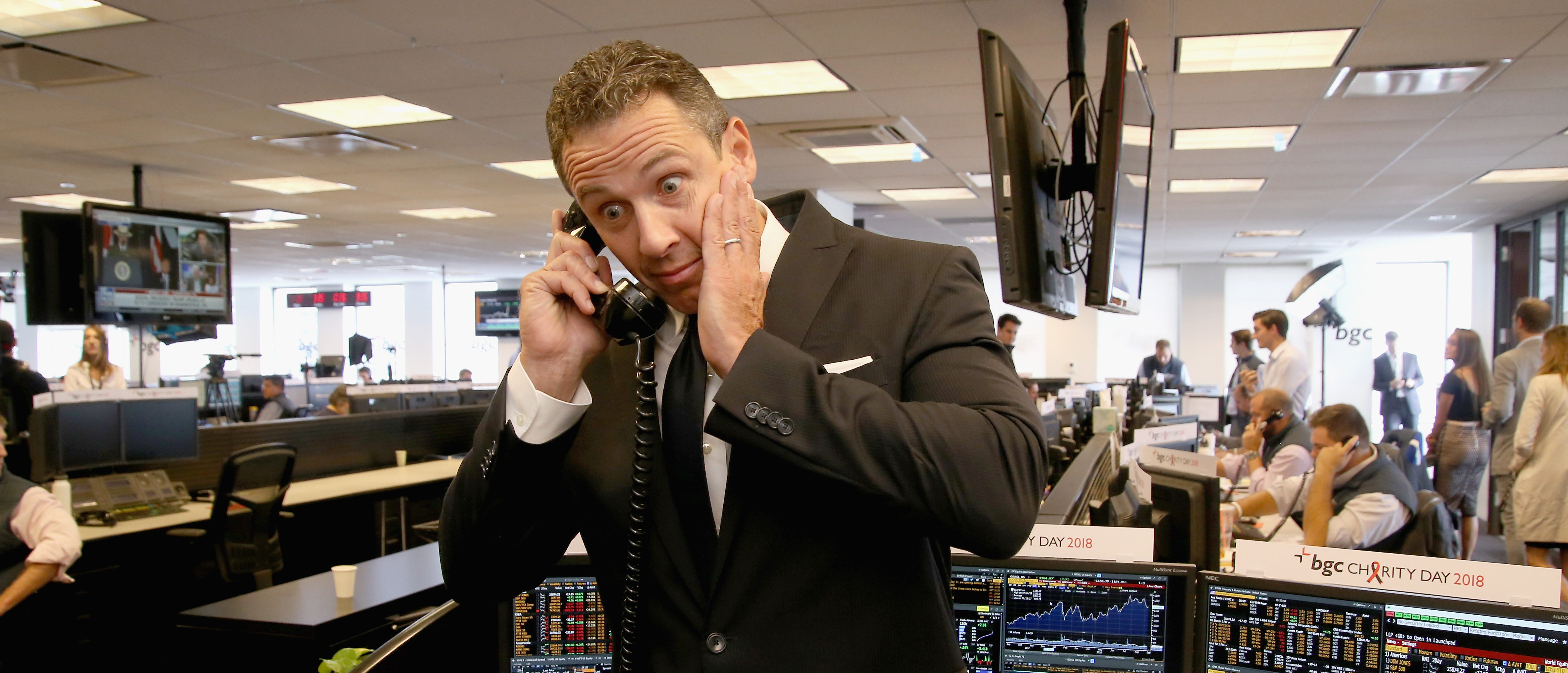 Chris Cuomo Apparently Seen Nonchalantly Standing Bare-A*