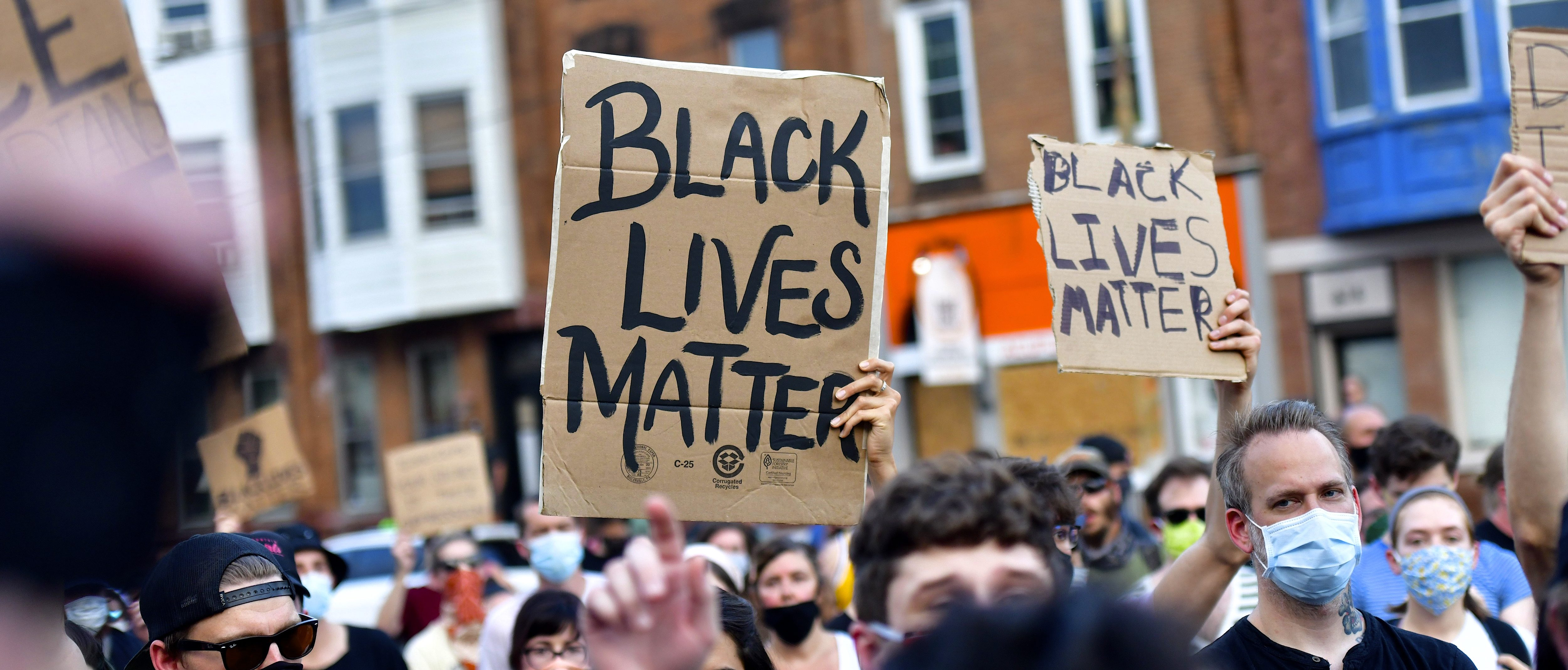 Activists gather in protest outside the 26th Police Precinct on June 3, 2020 in Philadelphia, Pennsylvania. (Photo: Mark Makela/Getty Images)