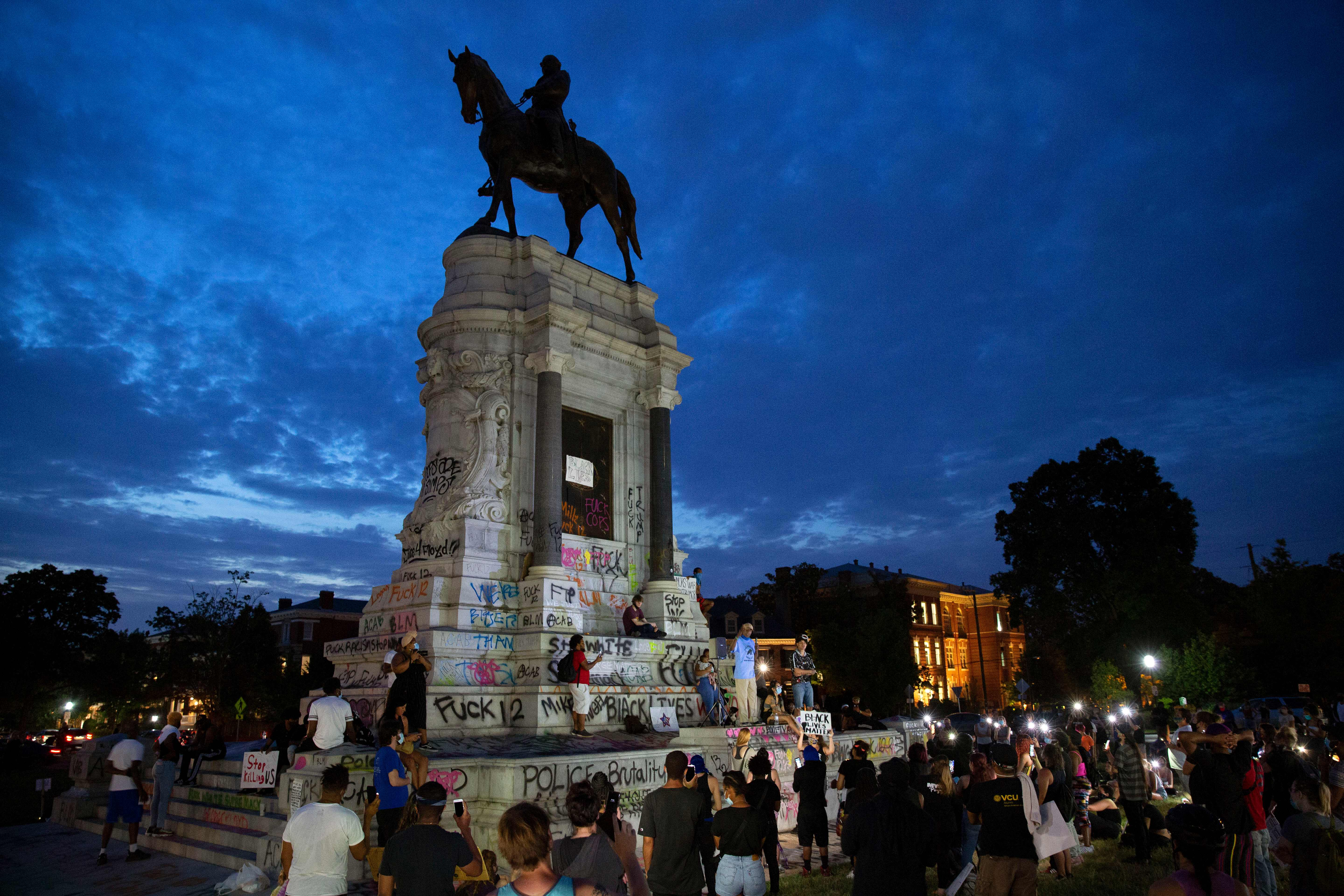 People gather around the Robert E. Lee statue on Monument Avenue in Richmond, Virginia, on June 4, 2020, amid continued protests over the death of George Floyd in police custody. (Photo: Ryan M. Kelly/AFP via Getty Images)