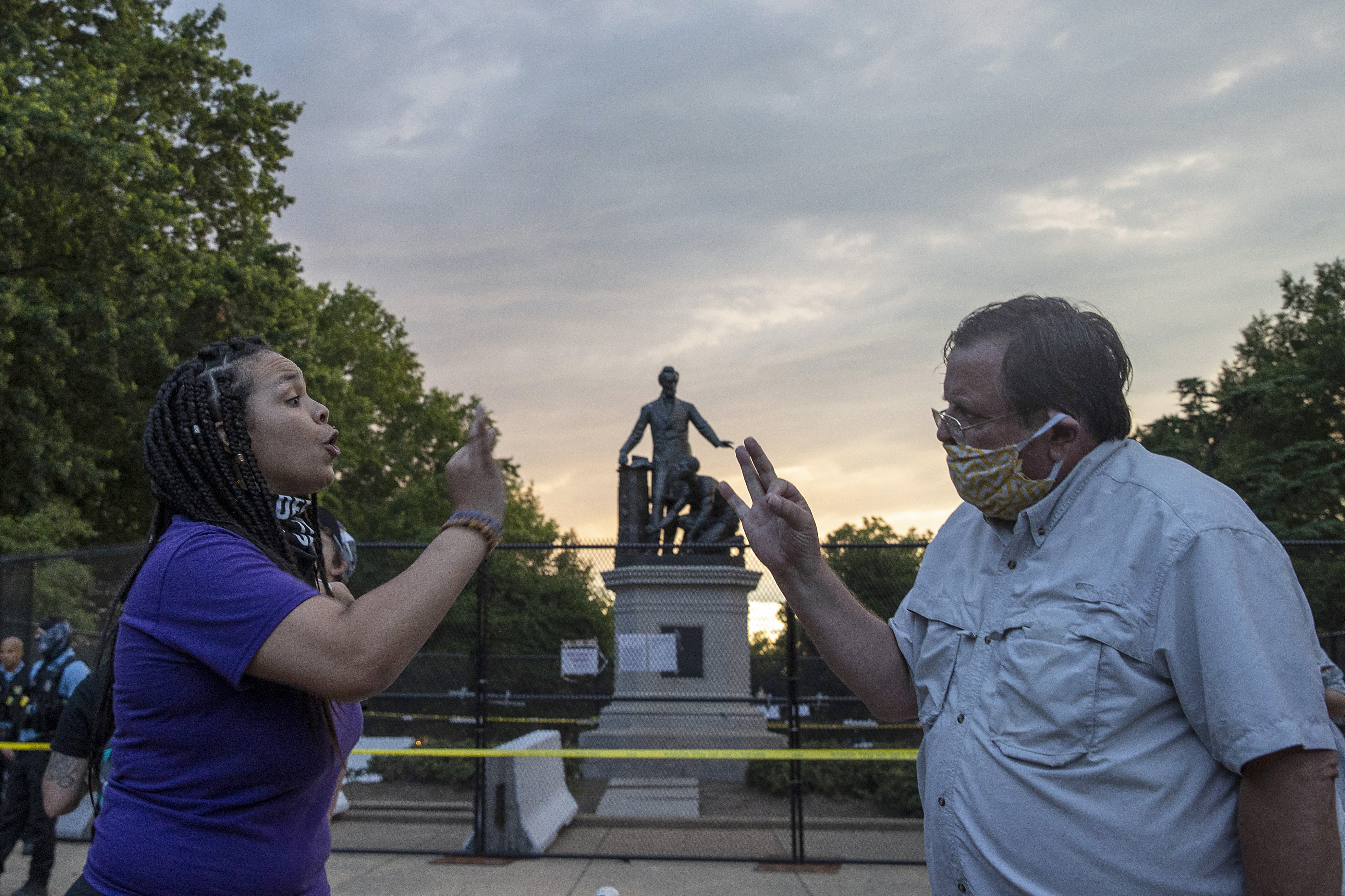 Protesters for and against the removal of the Emancipation Memorial debate in Lincoln Park on June 25, 2020 in Washington, DC. (Photo: Tasos Katopodis/Getty Images)