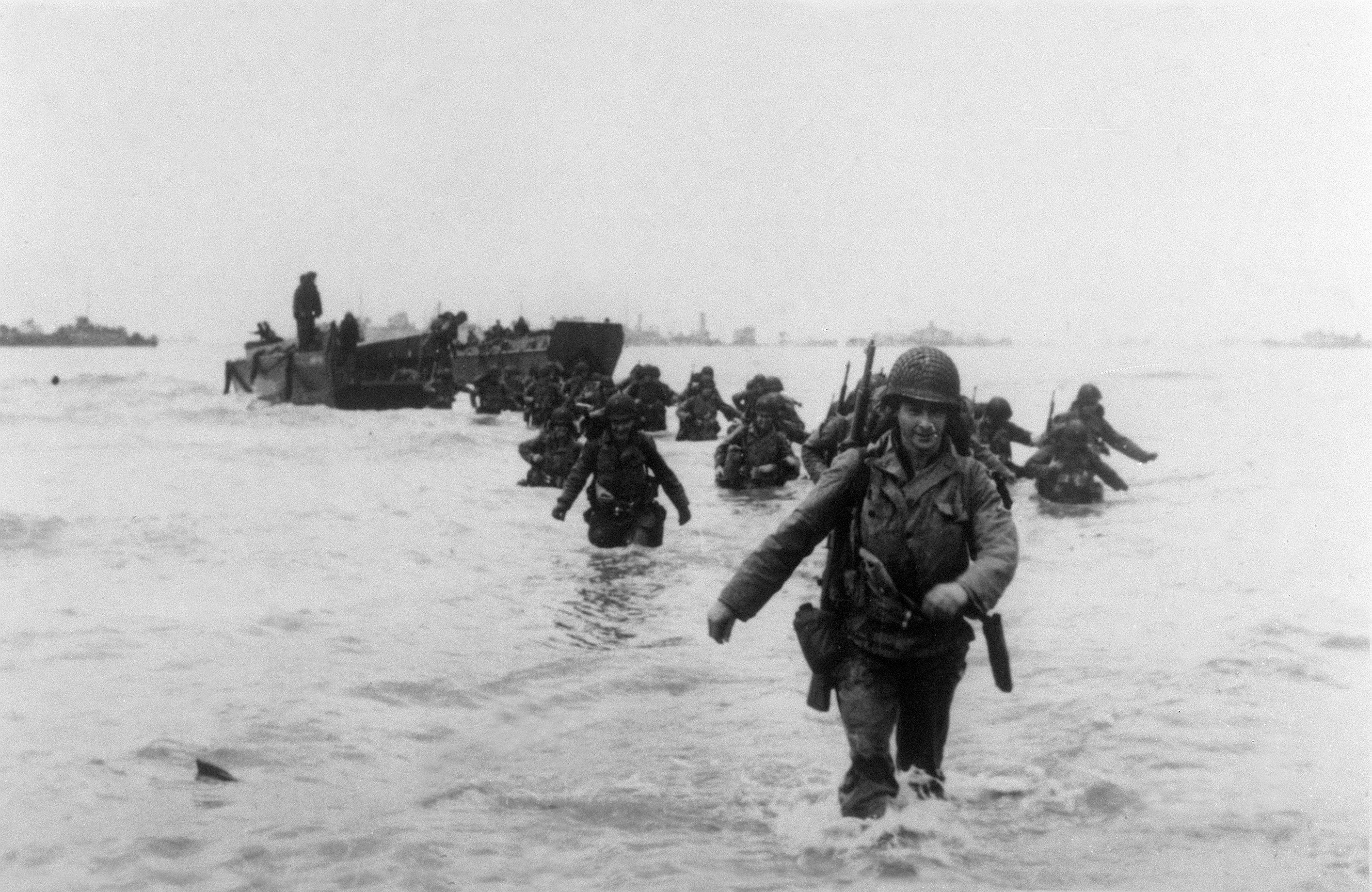 """American troops of the 4th Infantery Division (""""Famous Fourth"""") land on Utah Beach 06 June 1944 while Allied forces storm the Normandy beaches on D-Day. (STF/AFP via Getty Images)"""