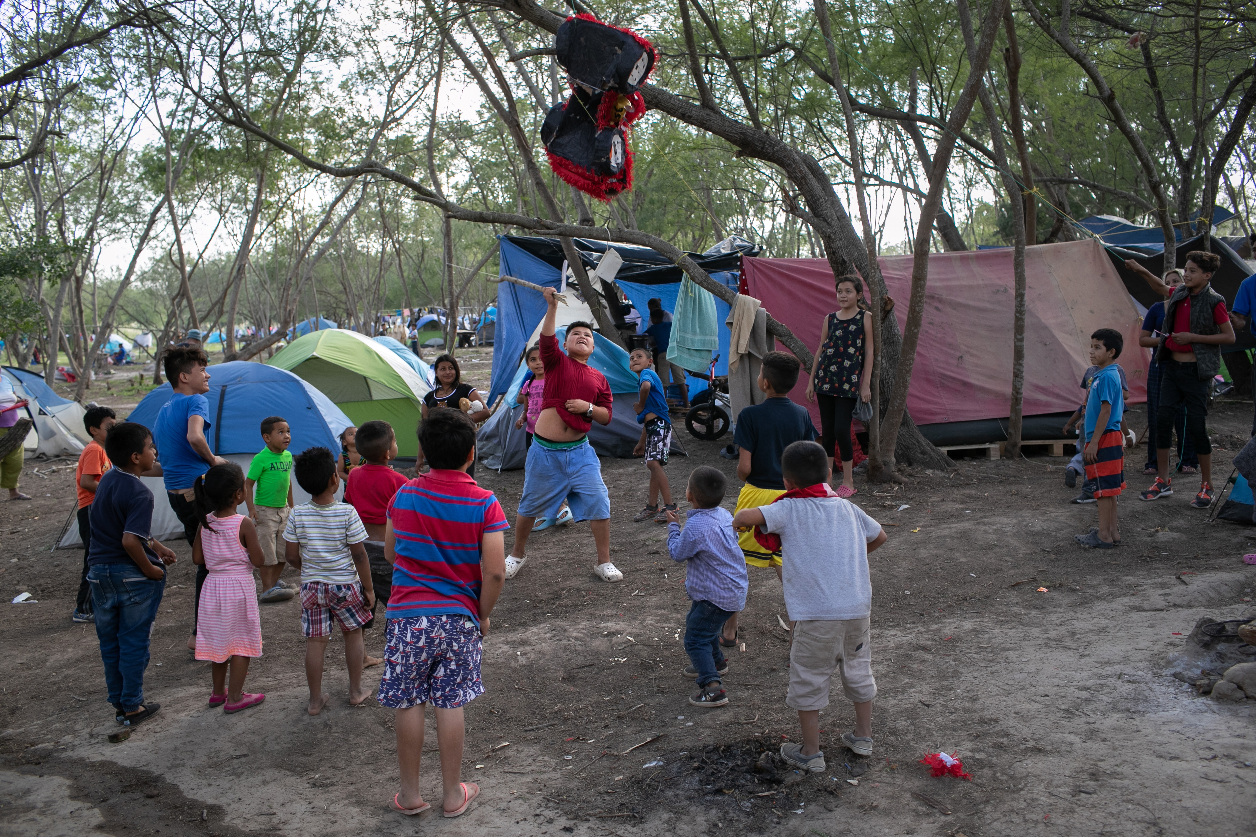 MATAMOROS, MEXICO - DECEMBER 09: Immigrant children break a birthday pinata at a camp for asylum seekers on December 09, 2019 in the border town of Matamoros, Mexico. (Photo by John Moore/Getty Images)