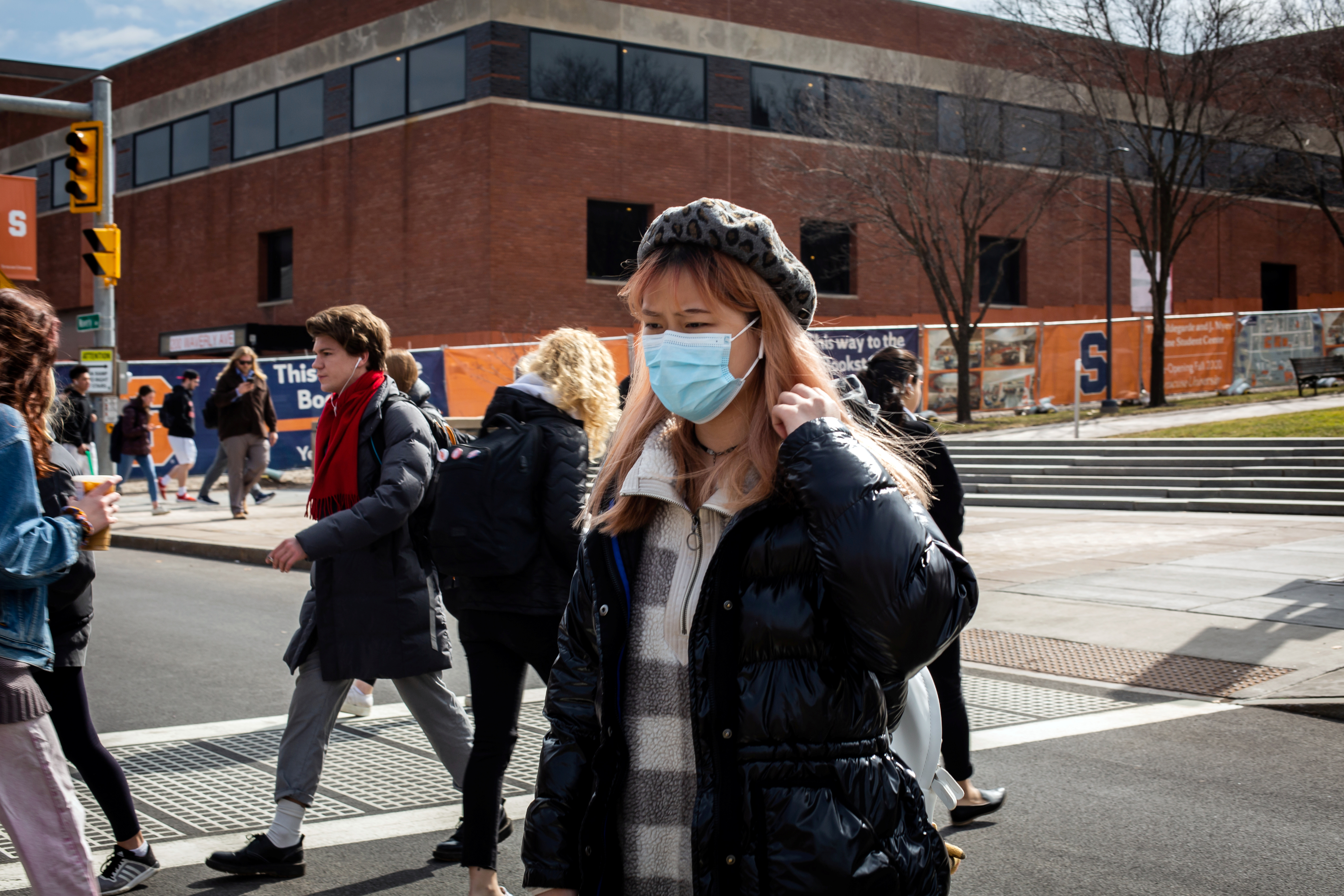 A woman wears a mask at Syracuse University, New York, U.S., March 12, 2020. REUTERS/Maranie Staab