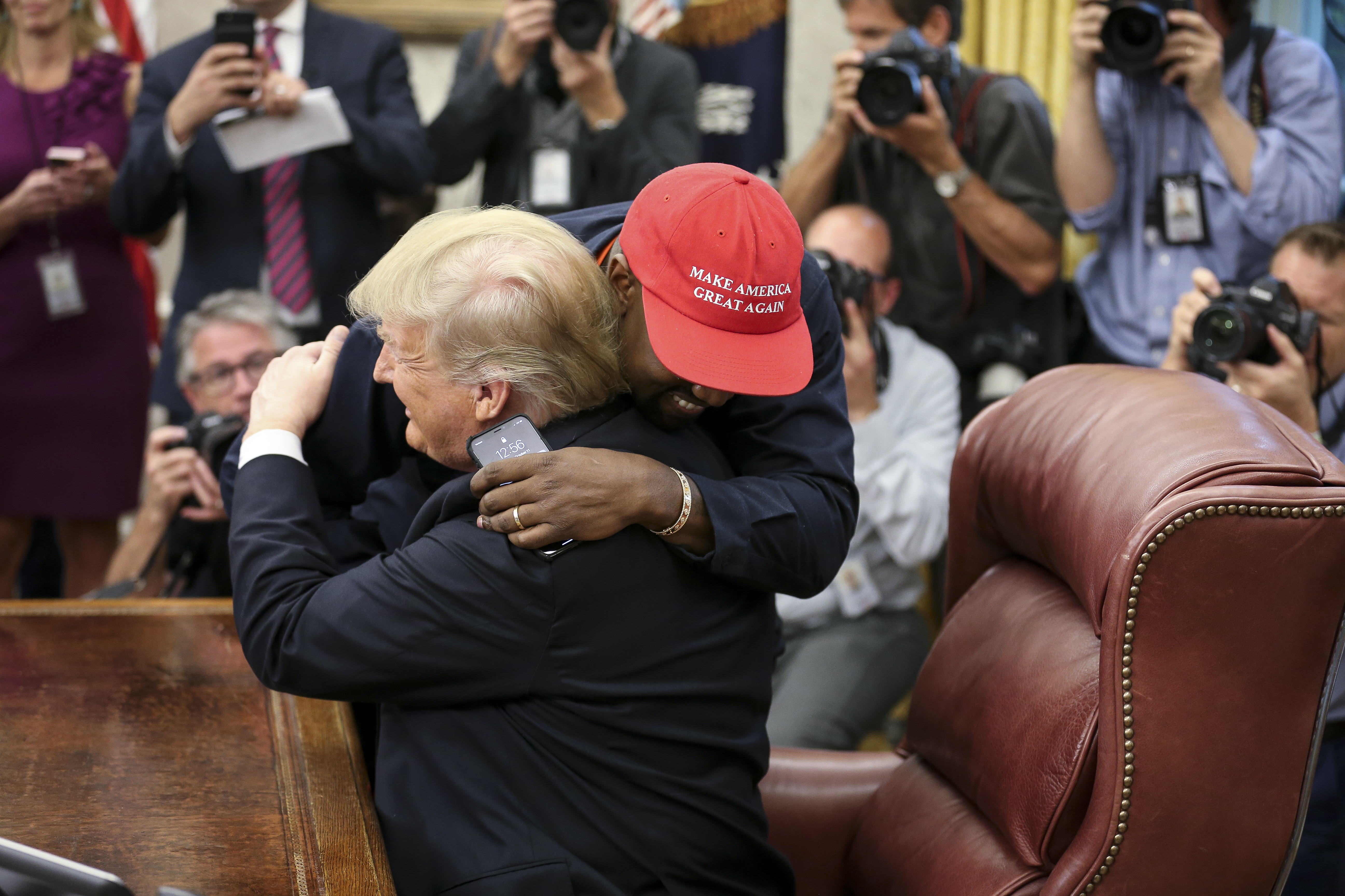 WASHINGTON, DC - OCTOBER 11: (AFP OUT) Rapper Kanye West hugs U.S. President Donald Trump during a meeting in the Oval office of the White House on October 11, 2018 in Washington, DC. (Photo by Oliver Contreras - Pool/Getty Images)