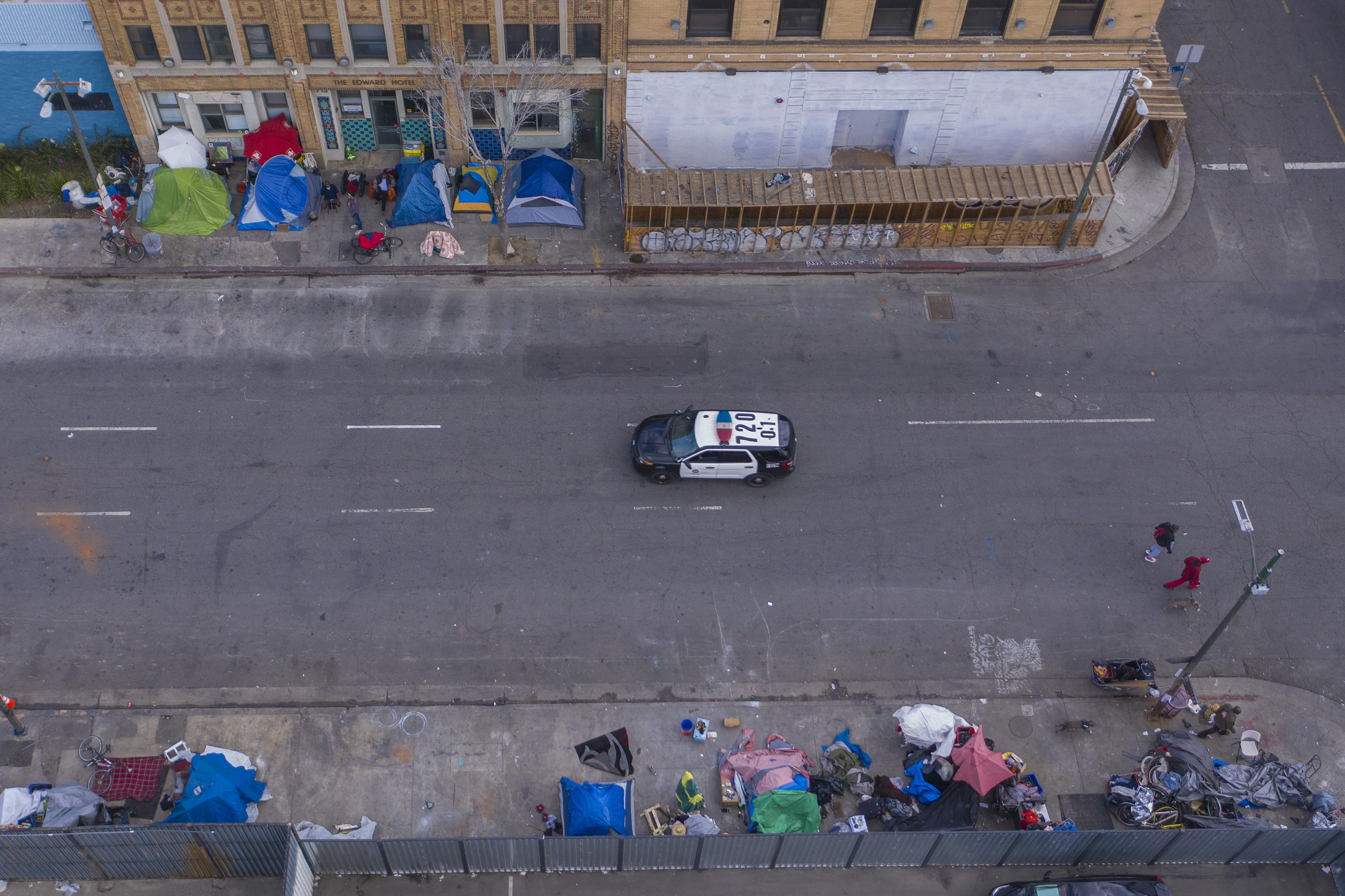 A police car passes homeless people on Skid Row on March 20, 2020 in Los Angeles, California.(Photo: David McNew/Getty Images)
