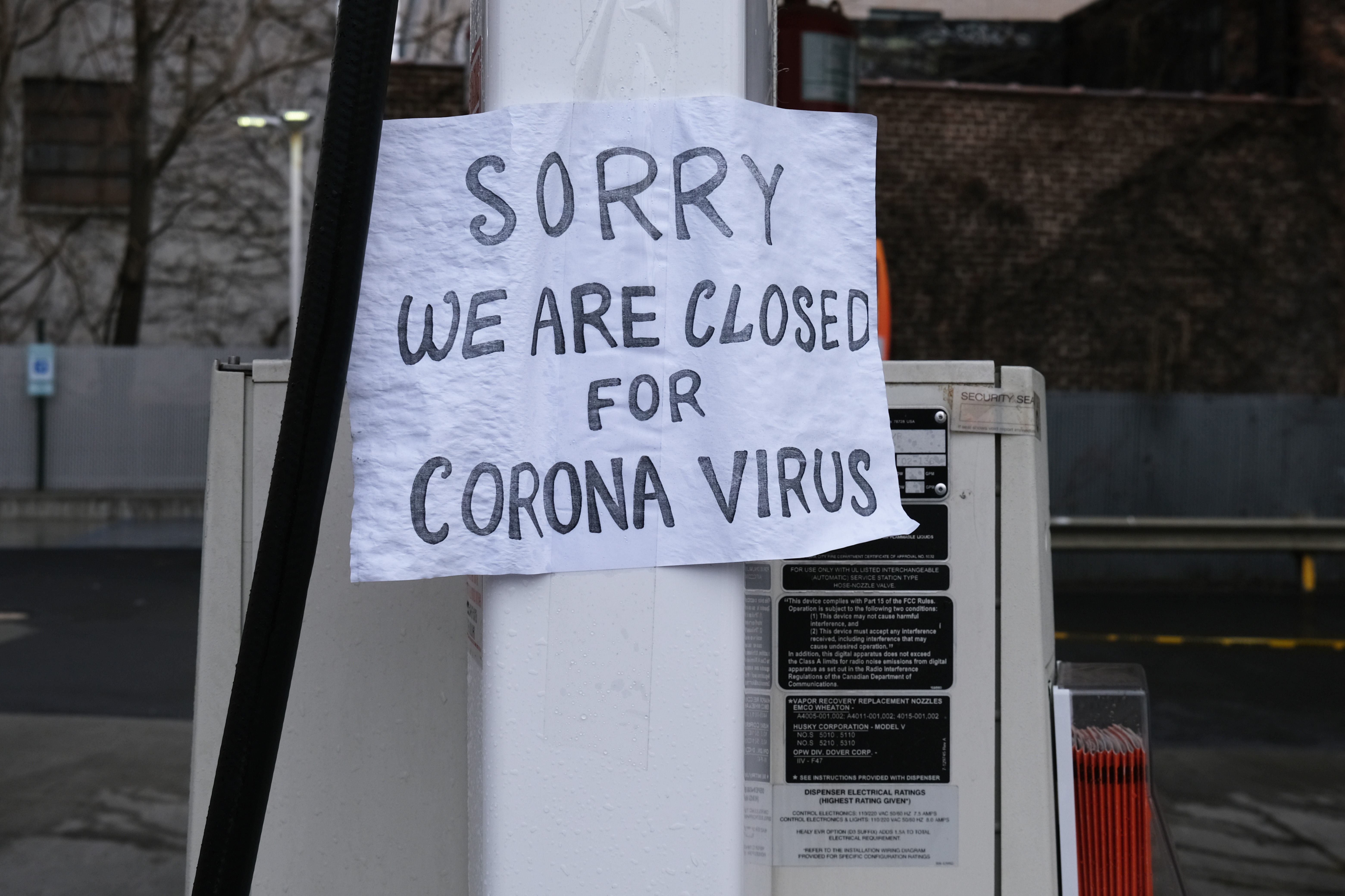 A sign at a gas station alerts customers that a business in Queens, which has one of the highest infection rates of coronavirus in the nation, is closed on April 03, 2020 in New York City. Hospitals in New York City, the nation's current epicenter of the COVID-19 outbreak, are facing shortages of beds, ventilators and protective equipment for medical staff. Currently, over 100, 000 New Yorkers have tested positive for COVID-19. (Photo by Spencer Platt/Getty Images)