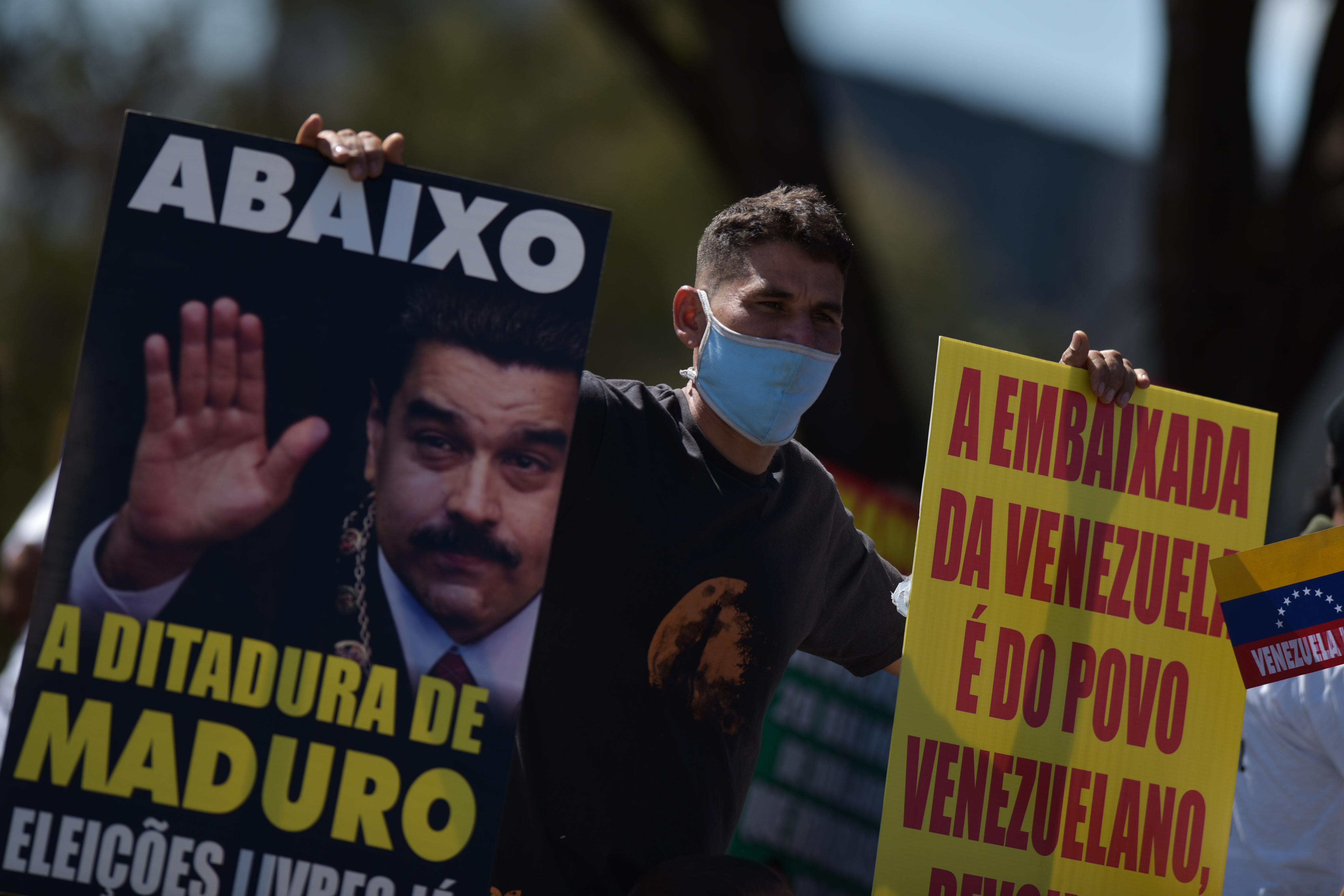 BRASILIA, BRAZIL - JULY 05: Supporters of Venezuelan opposition leader Juan Guaido attend a protest against Venezuela's President Nicolas Maduro during their country's independence day celebration next to the Venezuelan embassy amidst the coronavirus (COVID-19) pandemic on July 5, 2020 in Brasilia, Brazil. (Photo by Andre Borges/Getty Images)