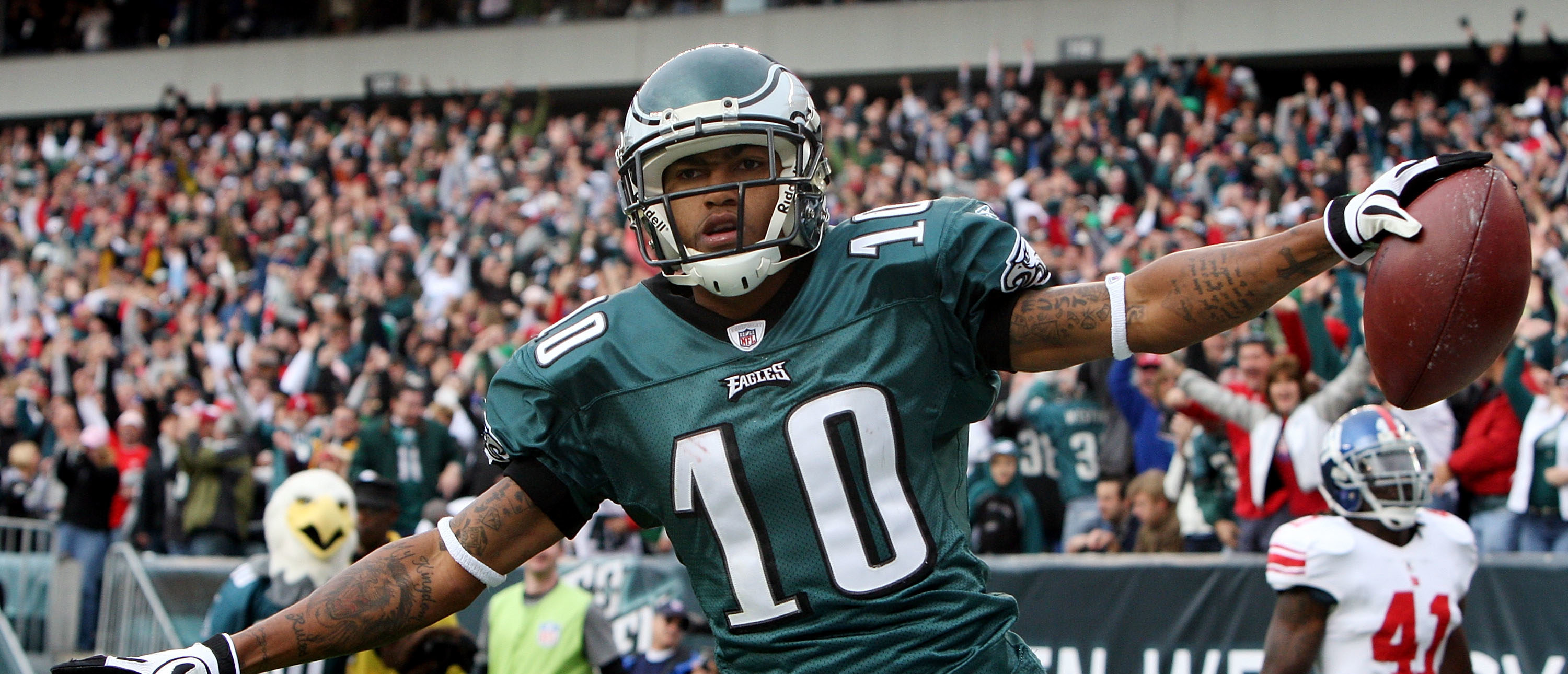 DeSean Jackson #10 of the Philadelphia Eagles celebrates his second quarter touchdown against the New York Giants on November 1, 2009 at Lincoln Financial Field in Philadelphia, Pennsylvania. (Photo by Jim McIsaac/Getty Images)