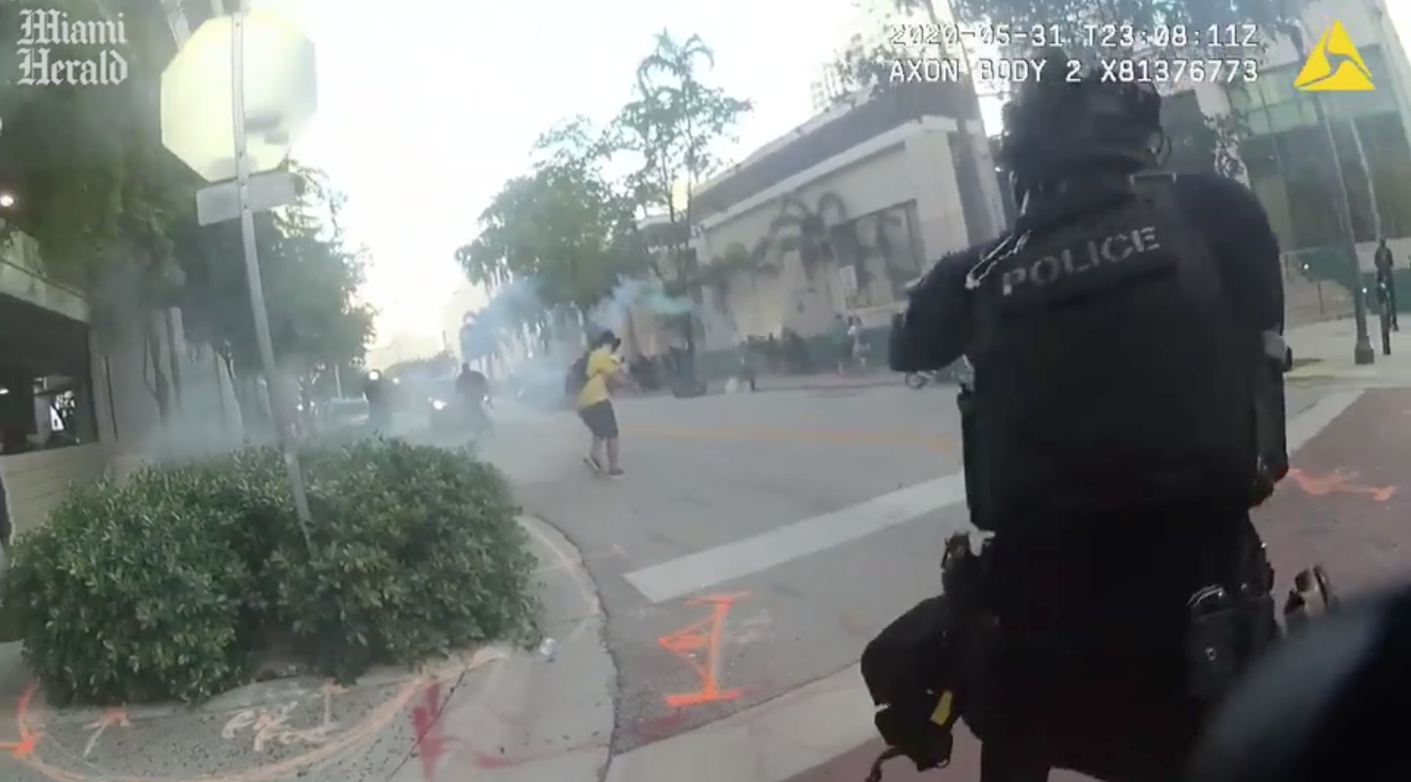 A Fort Lauderdale police officer firing rubber bullets at a protester in body cam footage obtained by the Miami Herald. (Photo: Miami Herald/Screenshot)
