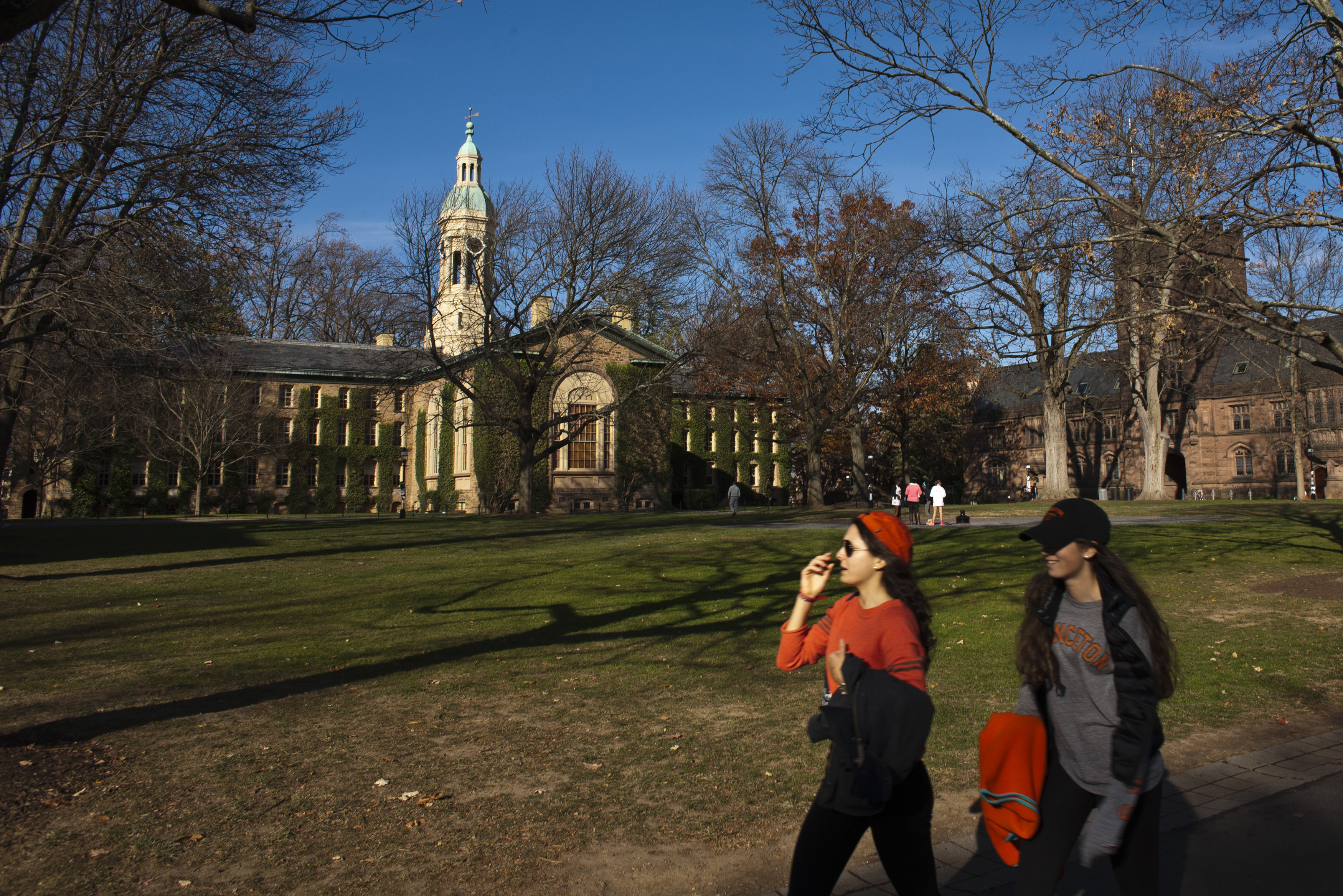 Students walk around the Princeton University campus in New Jersey, November 16, 2013. A meningitis vaccine approved for use in Europe and Australia but not in the United States can be imported to try to stop an outbreak of the disease at Princeton University in New Jersey, federal health officials said. The Food and Drug Administration agreed this week to the importation of the vaccine, Bexsero, for potential use on the Ivy League campus, Barbara Reynolds, a spokeswoman for the Centers for Disease Control and Prevention, said on Saturday. REUTERS/Eduardo Munoz (UNITED STATES - Tags: SOCIETY EDUCATION HEALTH)