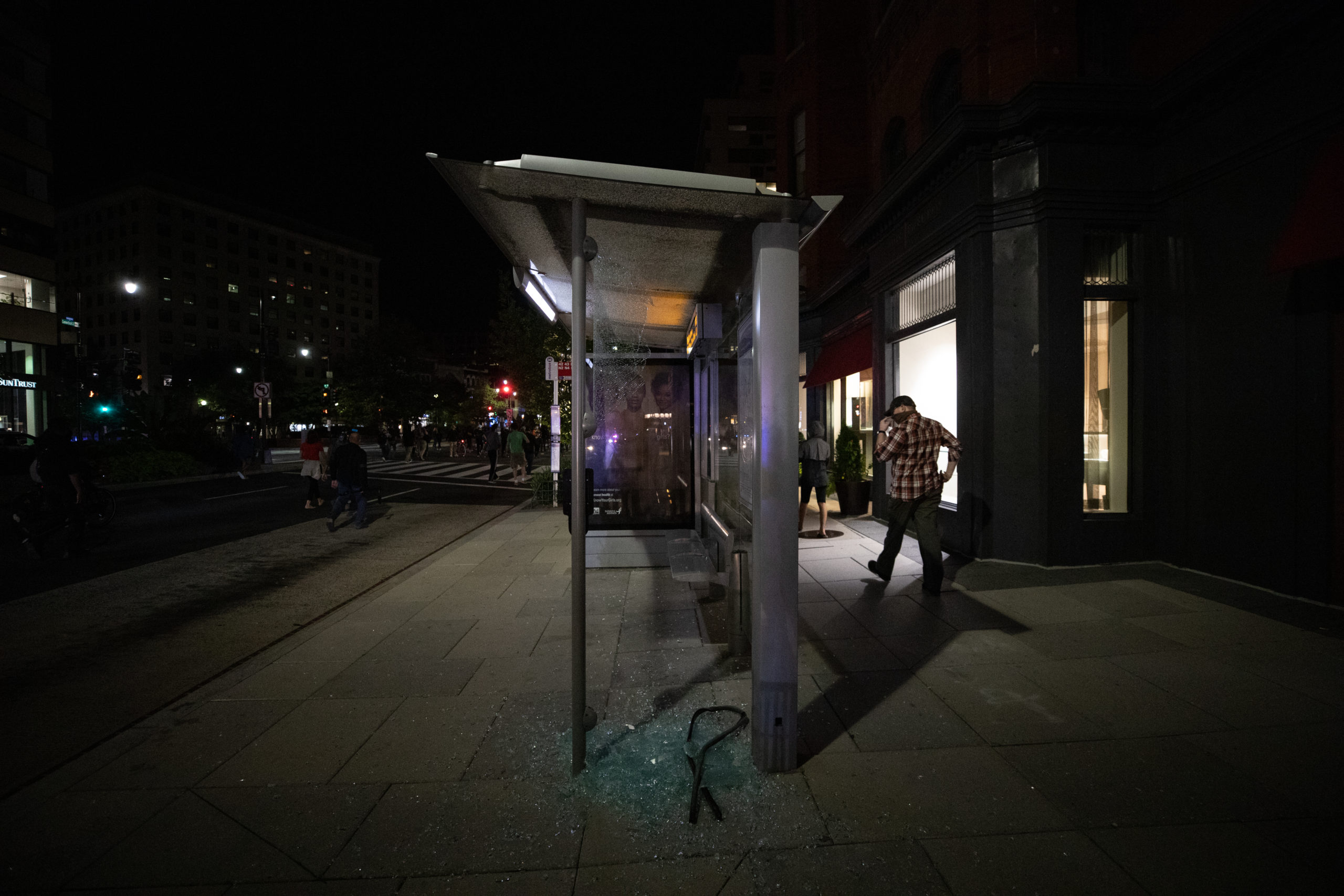 A protester smashed a glass panel of a bus stop in Washington, D.C. on Sept. 23. (Photo: Kaylee Greenlee / DCNF)