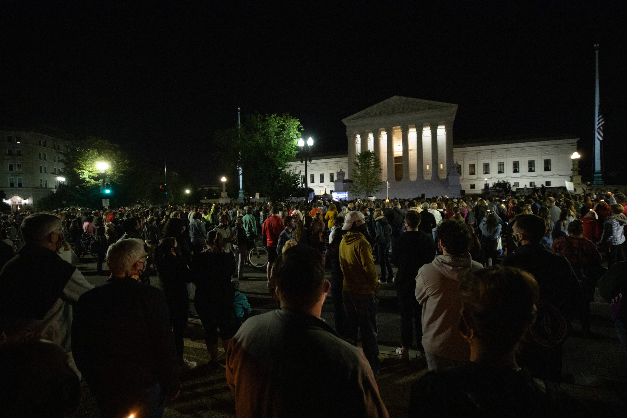 Hundreds gather at the Supreme Court for a memorial honoring the late Justice Ruth Bader Ginsburg on Sept. 19, 2020. (Photo: Kaylee Greenlee / The DCNF)