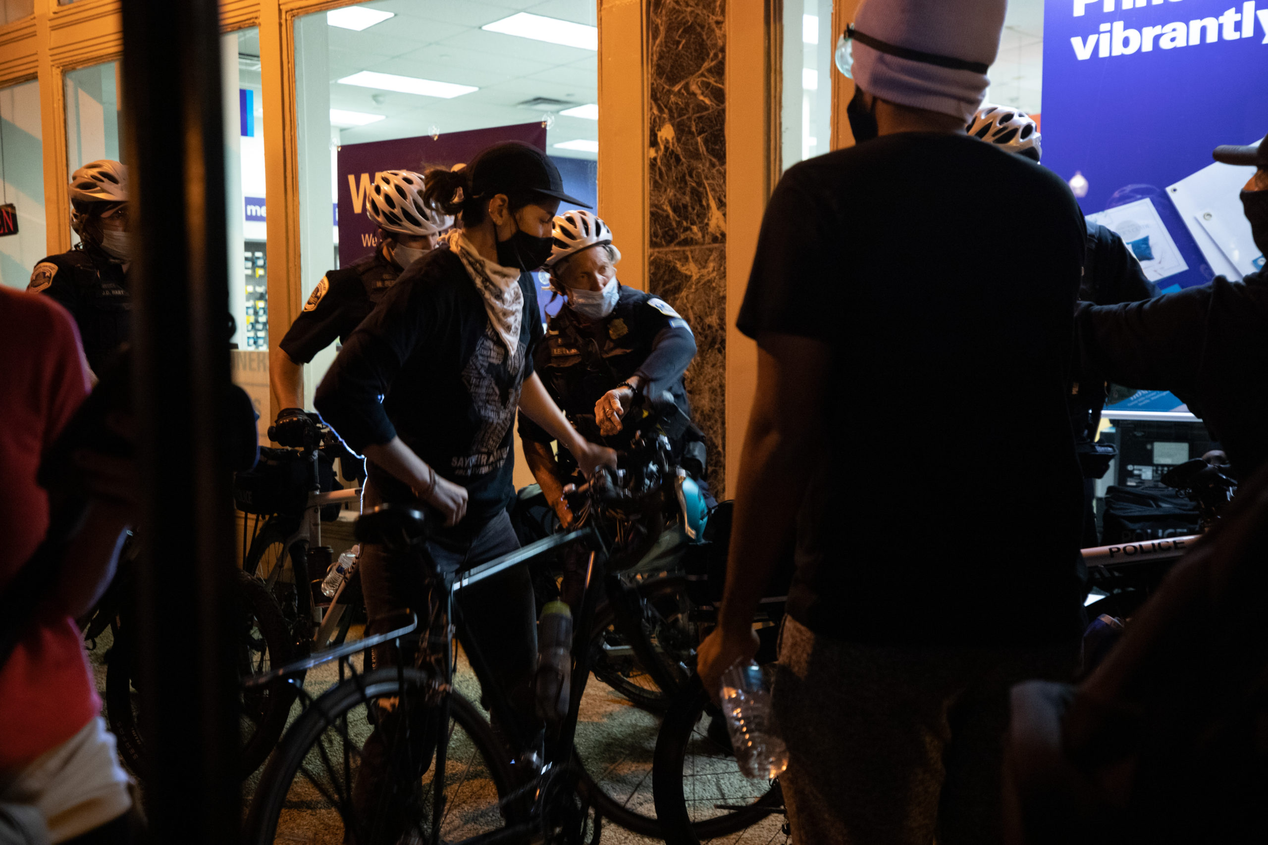 Protesters and Metropolitan Police Department officers briefly skirmished as officers tried to form a bike line between the protesters and shop windows in Washington, D.C. on Sept. 23. (Photo: Kaylee Greenlee / DCNF)