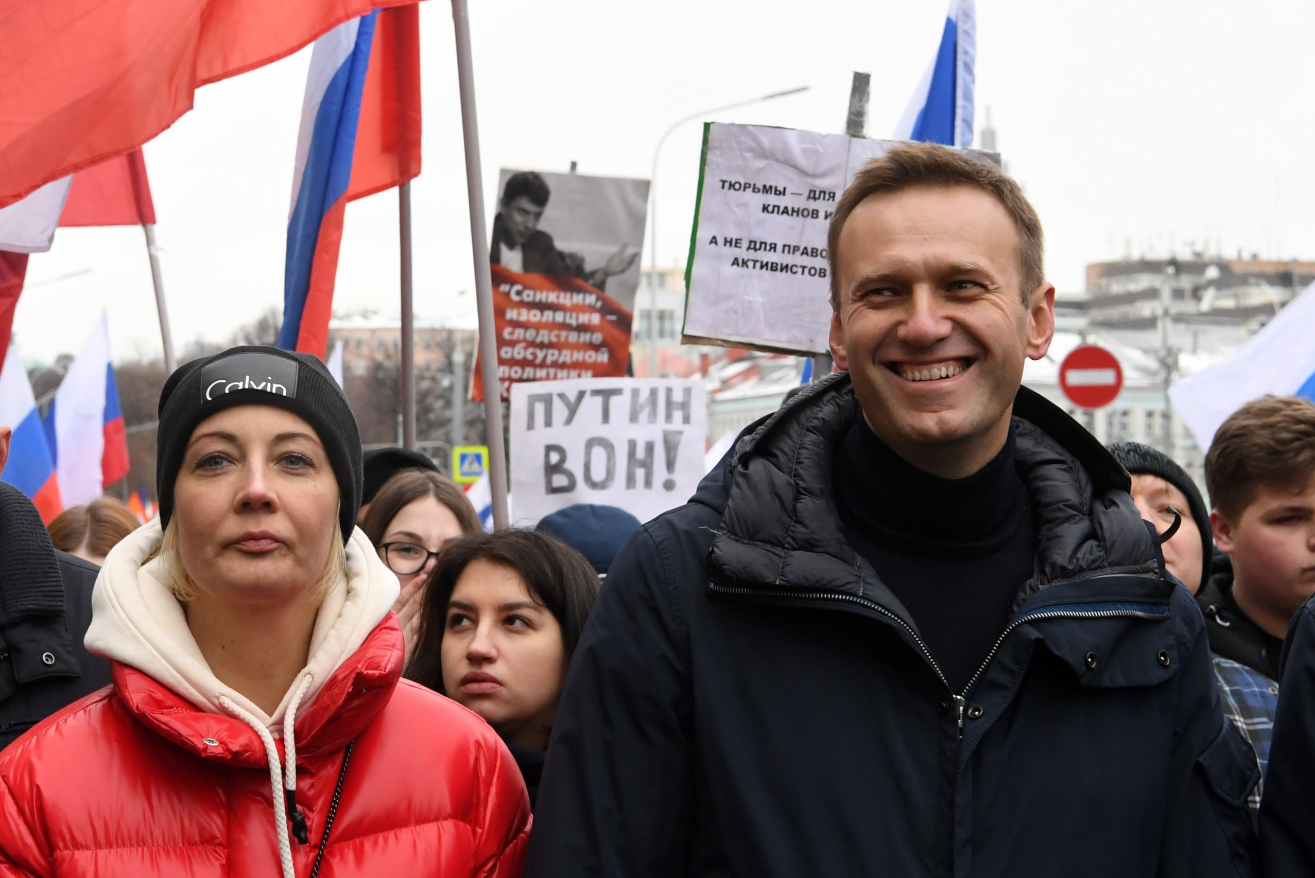 Russian opposition leader Alexei Navalny and his wife Yulia take part in a march in memory of murdered Kremlin critic Boris Nemtsov in central Moscow on February 24, 2019. (Photo by Kirill KUDRYAVTSEV / AFP)