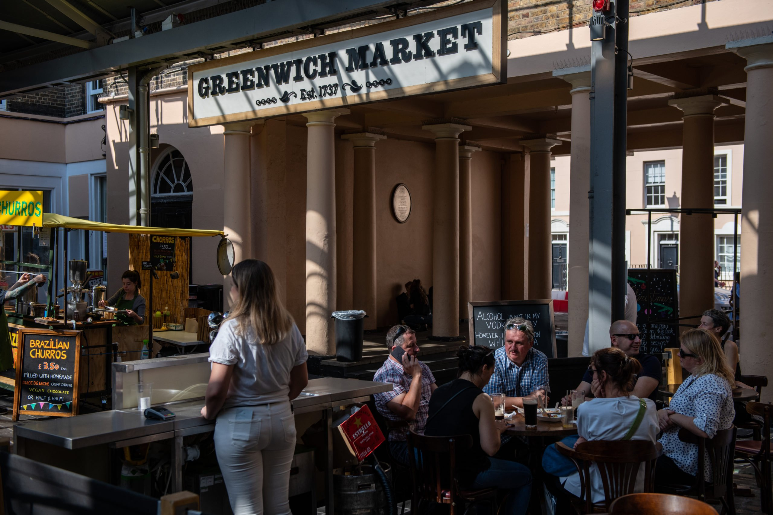 """LONDON, ENGLAND - SEPTEMBER 20: A group of six people drink alcohol at a pub in Greenwich market on September 20, 2020 in London, England. The British government reported 4,422 confirmed UK cases on Saturday, the first time the number of new daily cases has exceeded 4,000 since the virus's peak in May. The prime minister said England was """"now seeing a second wave."""" (Photo by Chris J Ratcliffe/Getty Images)"""