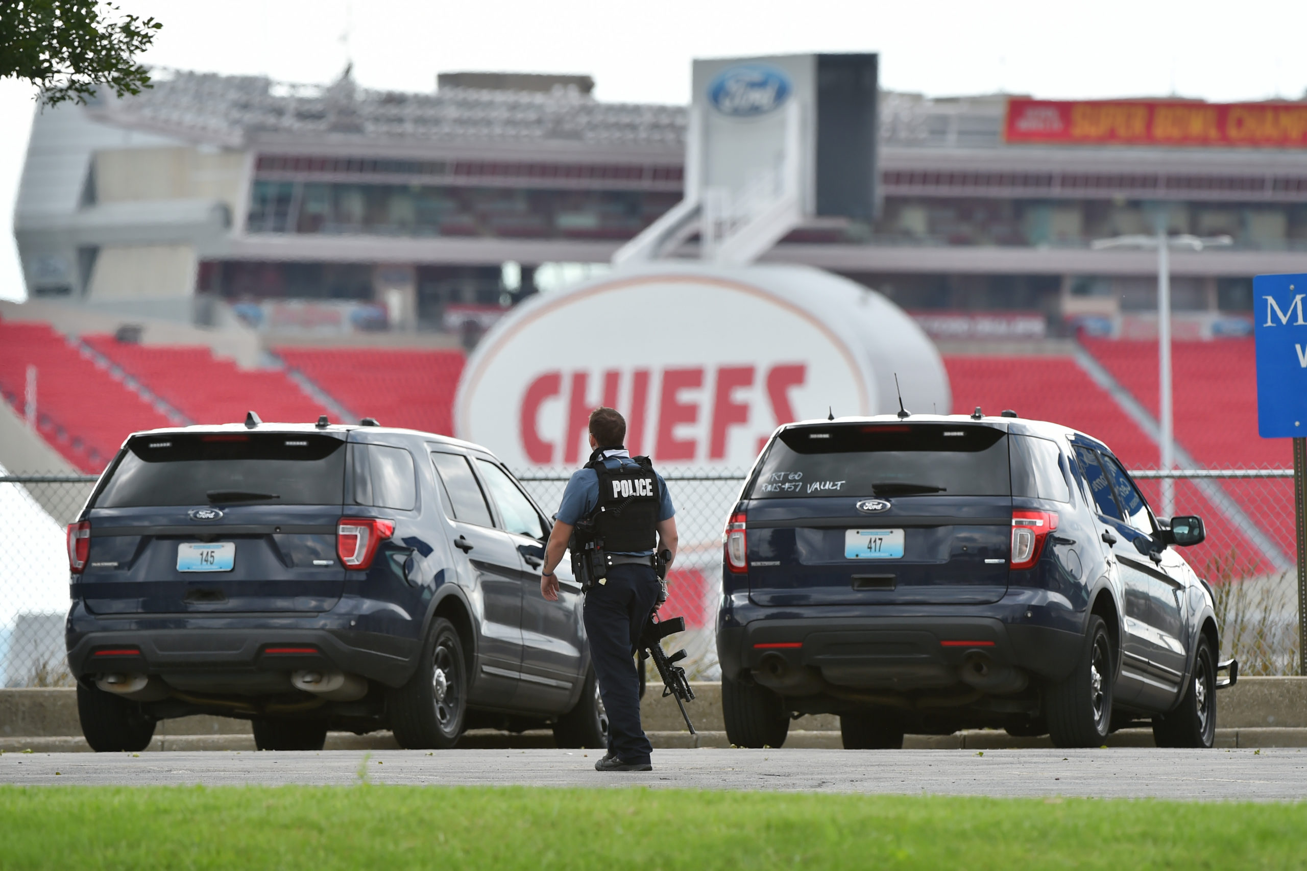 KANSAS CITY, MISSOURI - SEPTEMBER 12: A member of the Jackson County Sheriff's Emergency Response Team walks along the perimeter of the Truman Sports Complex as police are involved in a standoff with gunman at the complex on September 12, 2020 in Kansas City, Missouri. The Pittsburgh Pirates and Kansas City Royals are scheduled to play at Kauffman Stadium which is located within the sporting complex. (Ed Zurga/Getty Images)