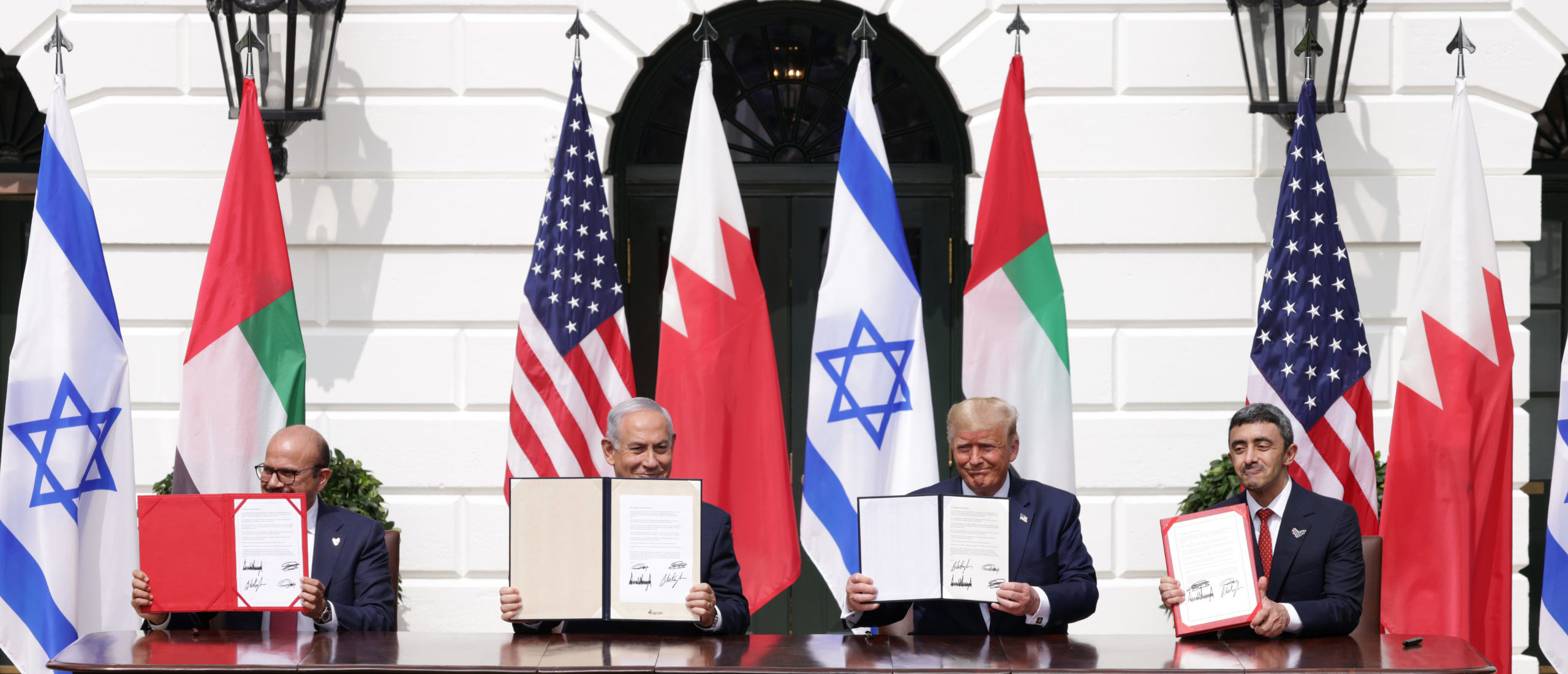 WASHINGTON, DC - SEPTEMBER 15: (L-R) Foreign Affairs Minister of Bahrain Abdullatif bin Rashid Al Zayani, Prime Minister of Israel Benjamin Netanyahu, U.S. President Donald Trump, and Foreign Affairs Minister of the United Arab Emirates Abdullah bin Zayed bin Sultan Al Nahyan participate in the signing ceremony of the Abraham Accords on the South Lawn of the White House (Photo by Alex Wong/Getty Images)