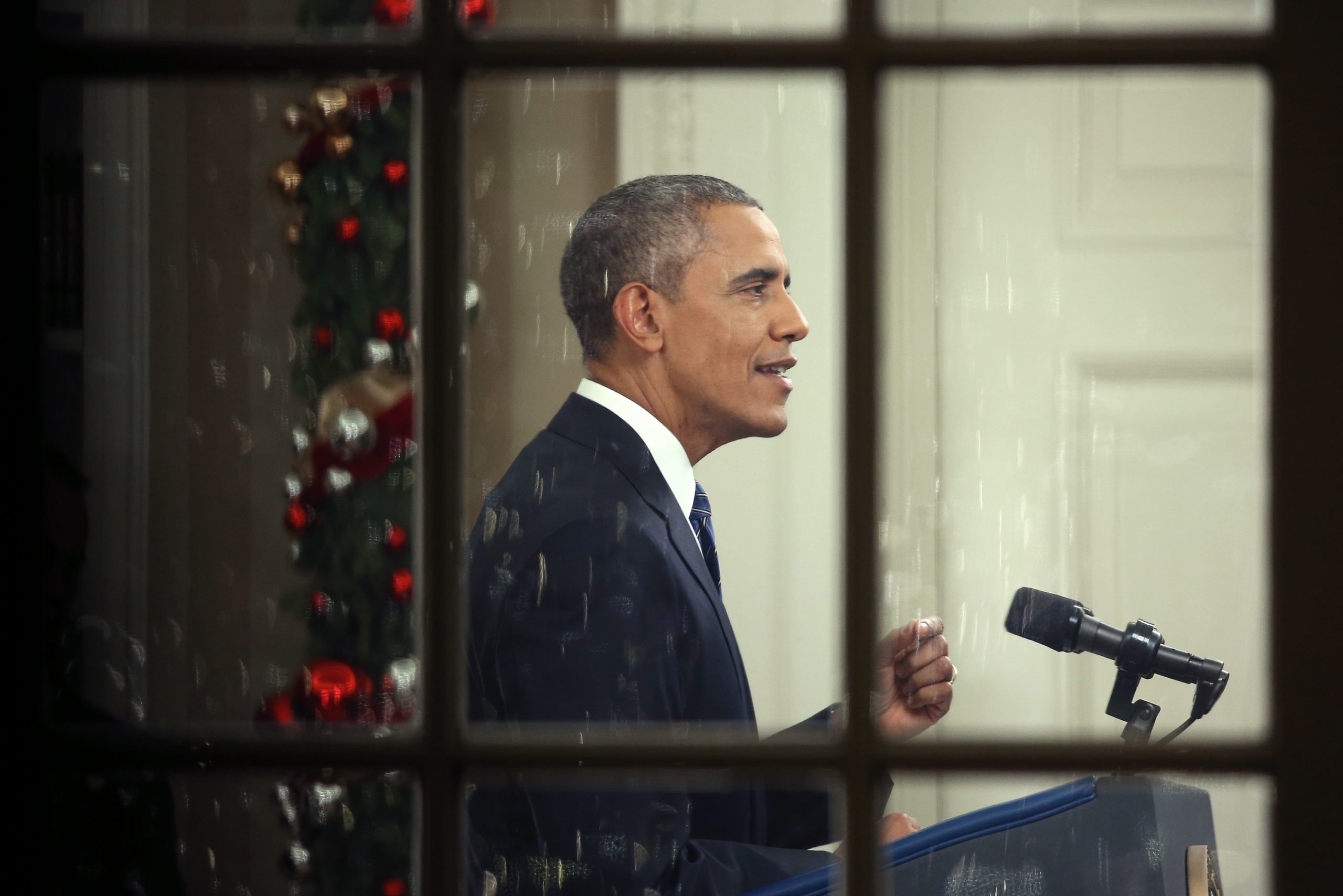 Former U.S. president Barack Obama delivers a national address on his plans to battle the threat of terror attacks and defeating ISIS in the Oval Office in December 2015. (Photo by Win McNamee/Getty Images)
