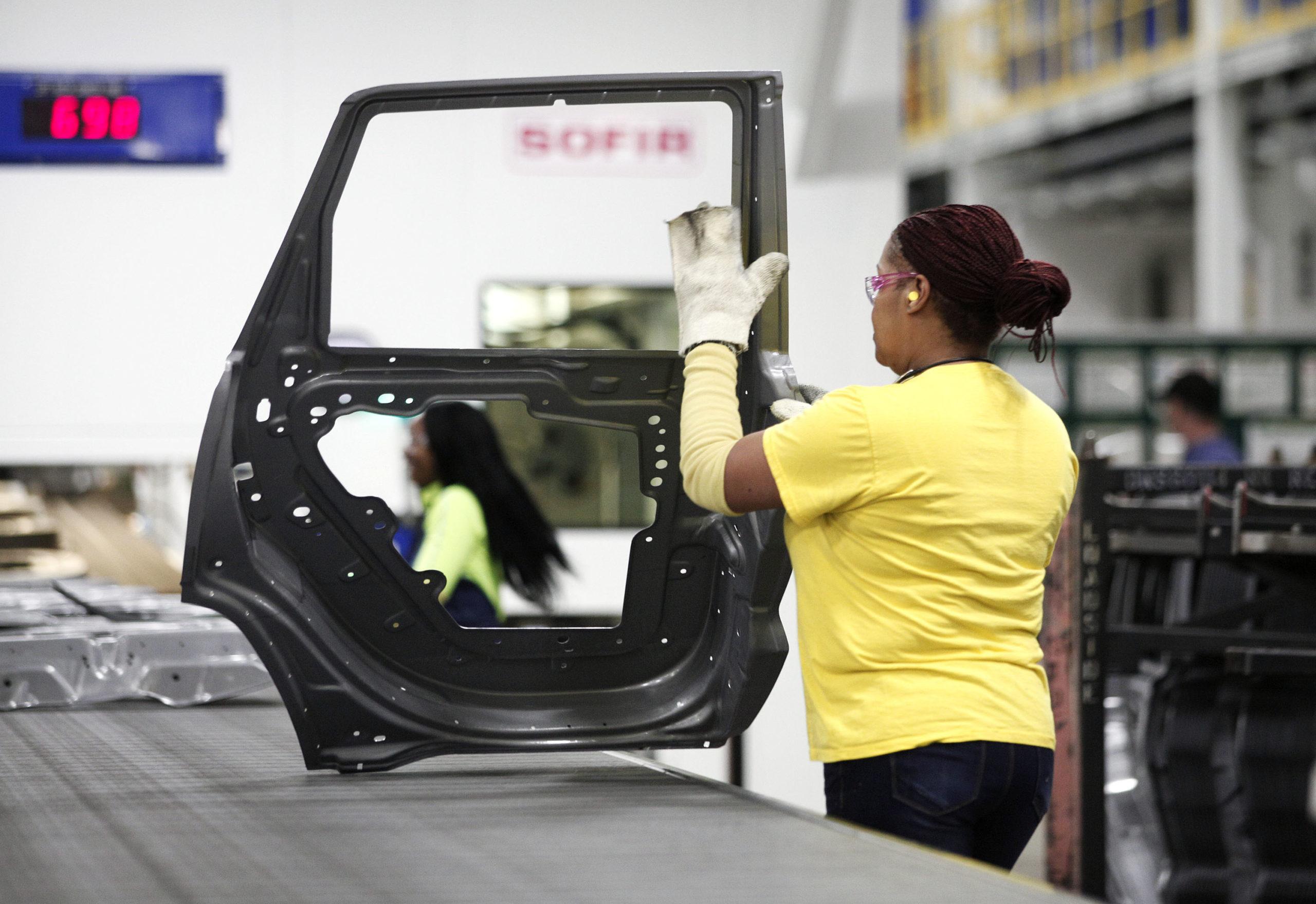 A Chrysler worker handles a door in Warren, Michigan in 2016. (Bill Pugliano/Getty Images)