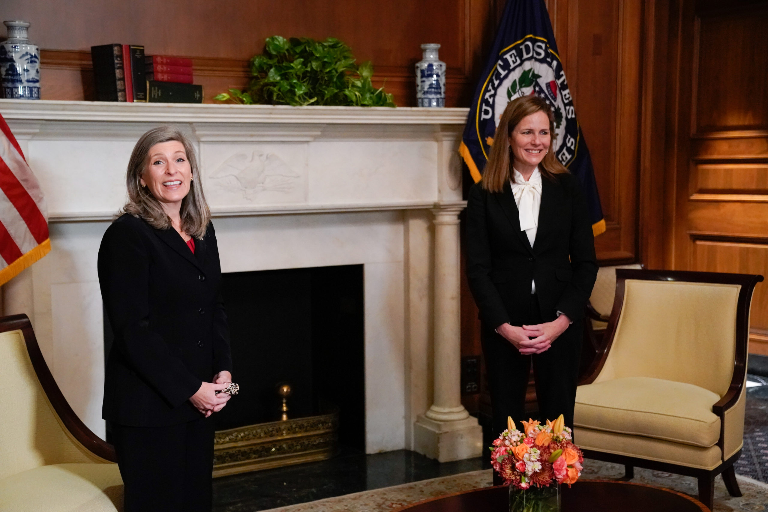 Sen. Joni Ernst (R-IA) meets with Seventh U.S. Circuit Court Judge Amy Coney Barrett, President Donald Trump's nominee for the U.S. Supreme Court, on Capitol Hill on October 1, 2020 in Washington, DC. (Erin Scott-Pool/Getty Images)