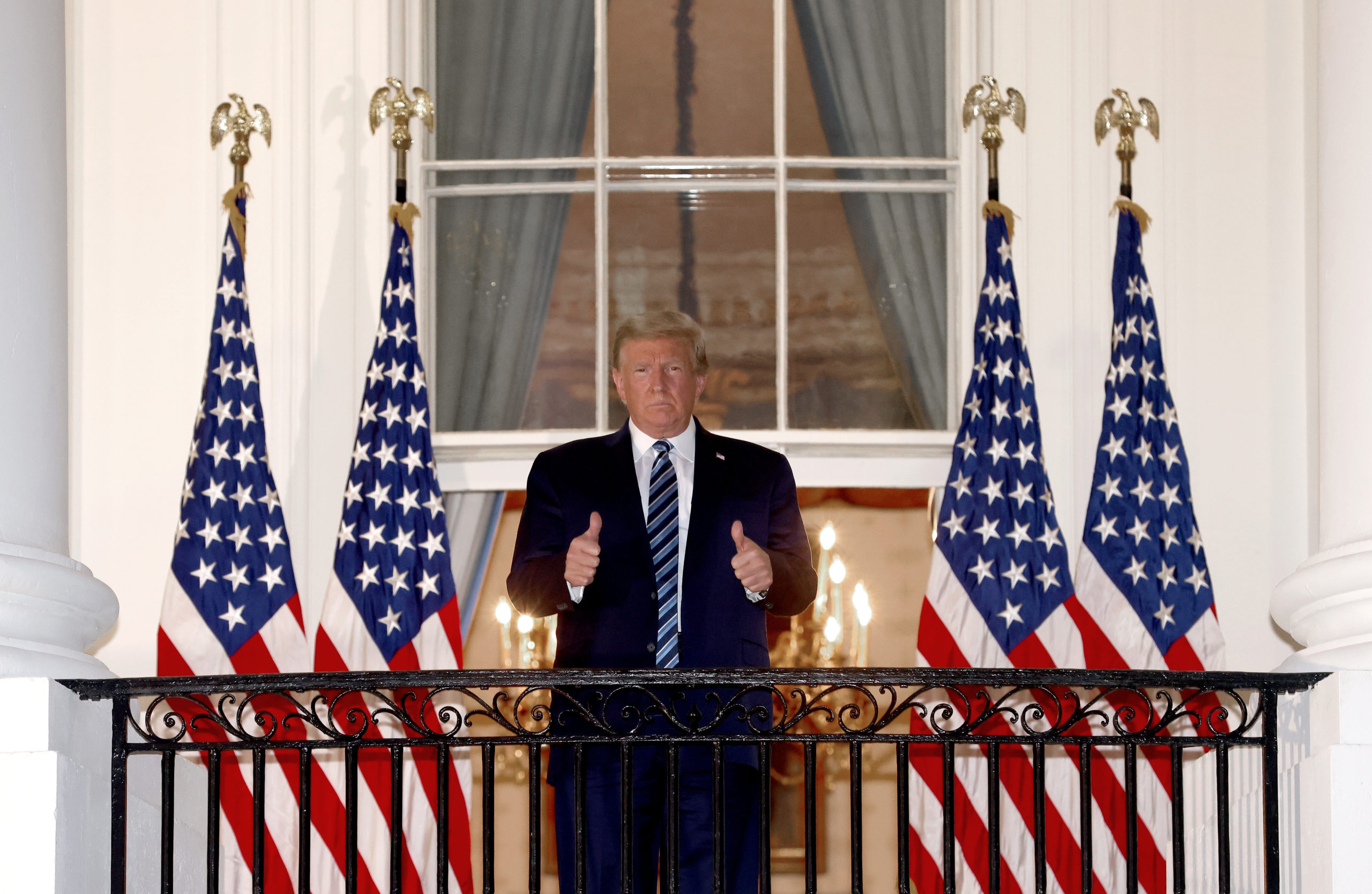 WASHINGTON, DC - OCTOBER 05: U.S. President Donald Trump gives a thumbs up upon return to the White House from Walter Reed National Military Medical Center on October 05, 2020 in Washington, DC. Trump spent three days hospitalized for coronavirus. (Photo by Win McNamee/Getty Images)