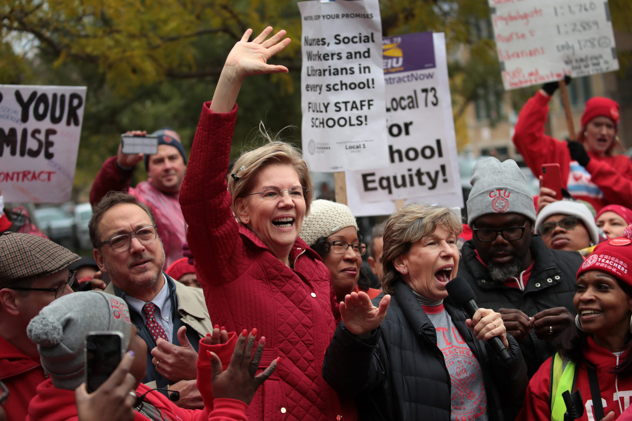 CHICAGO, ILLINOIS - OCTOBER 22: Democratic presidential candidate Sen. Elizabeth Warren (D-MA) (L) and American Federation of Teachers (AFT) president Randi Weingarten visit with striking Chicago teachers at Oscar DePriest Elementary School on October 22, 2019 in Chicago, Illinois. (Photo by Scott Olson/Getty Images)