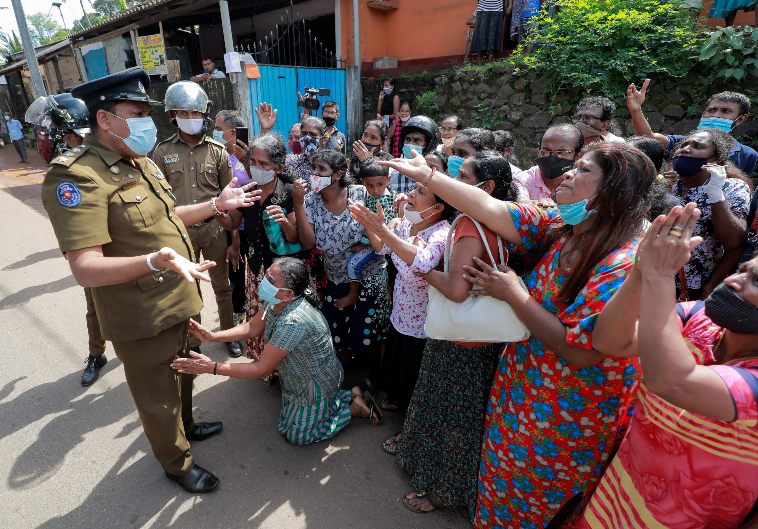 Family members of the prisoners argue with a police officer following unrest at Mahara Prison, on the outskirts of Colombo, Sri Lanka November 30, 2020. REUTERS/Dinuka Liyanawatte