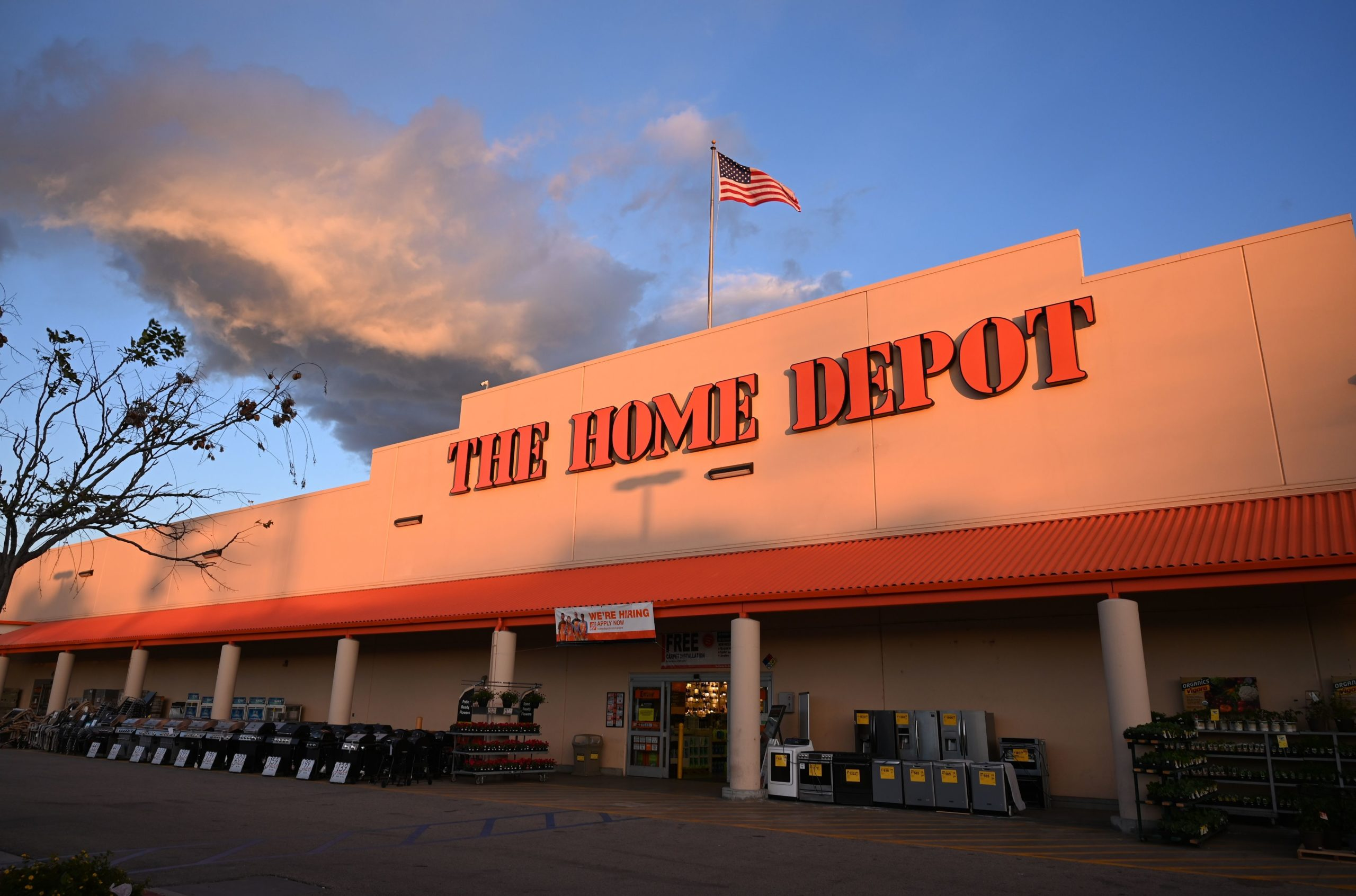 A Home Depot store in Burbank, California is seen on February 18, 2019. - The home improvement retail giant offered a weaker than expected outlook for fiscal 2019 when it reported its fourth quarter earnings February 26, 2019 leading stocks to weaken in early trading.Dow member Home Depot shed 3.2 percent as it projected slightly lower 2019 sales growth compared with last year. (Photo by Robyn Beck / AFP) (Photo credit should read ROBYN BECK/AFP via Getty Images)