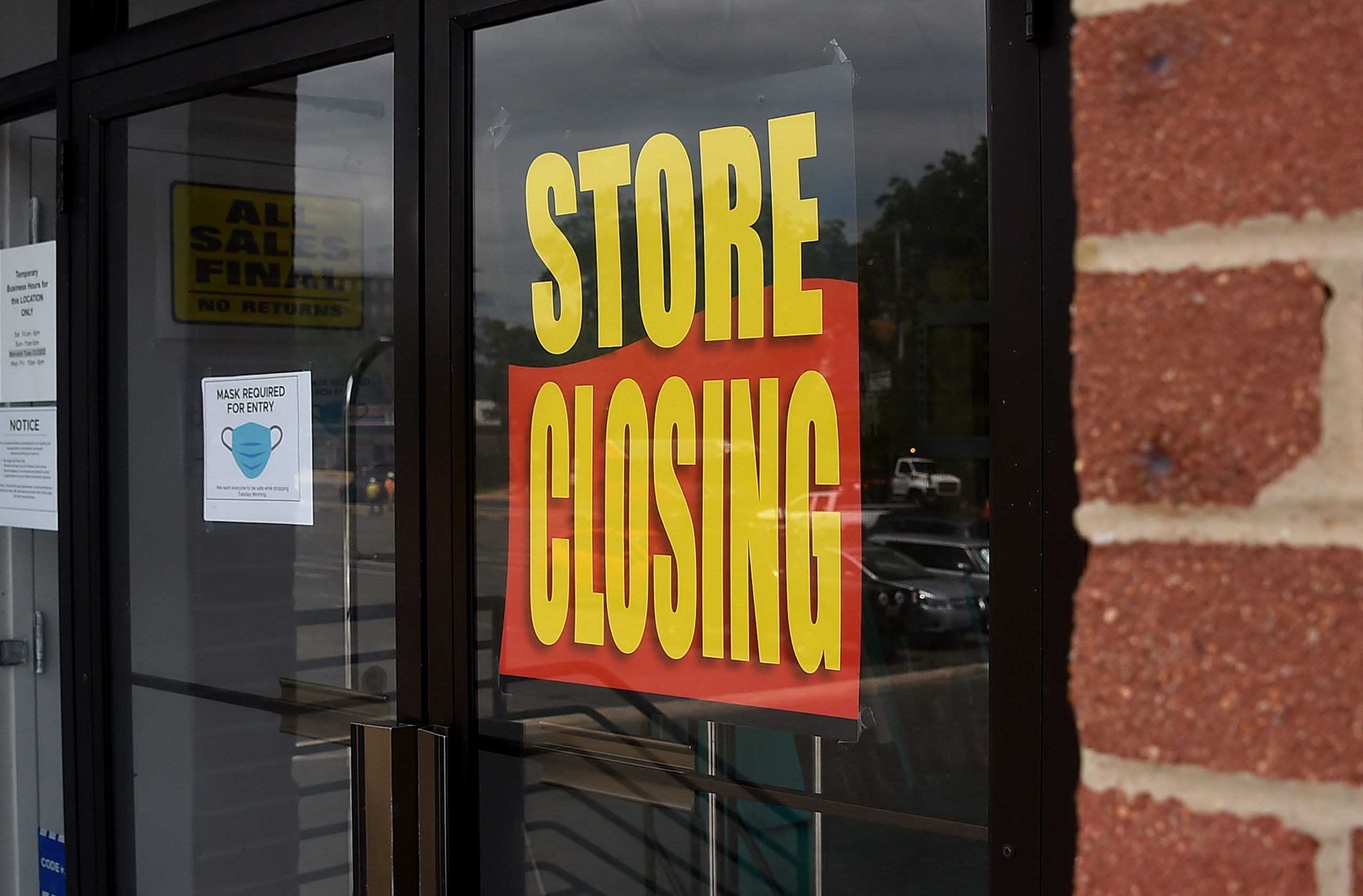 A store displays a sign before closing down permanently as more businesses feel the effects of stay-at-home orders amid the coronavirus pandemic, on June 16, 2020 in Arlington, Virginia. (Photo by Olivier Douliery/AFP via Getty Images)