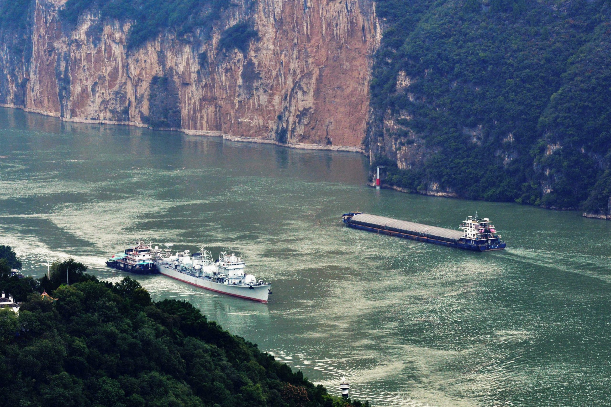 The Zhuhai, a Chinese guided-missile destroyers, cruises on the Yangtze River on Oct. 18. (STR/AFP via Getty Images)