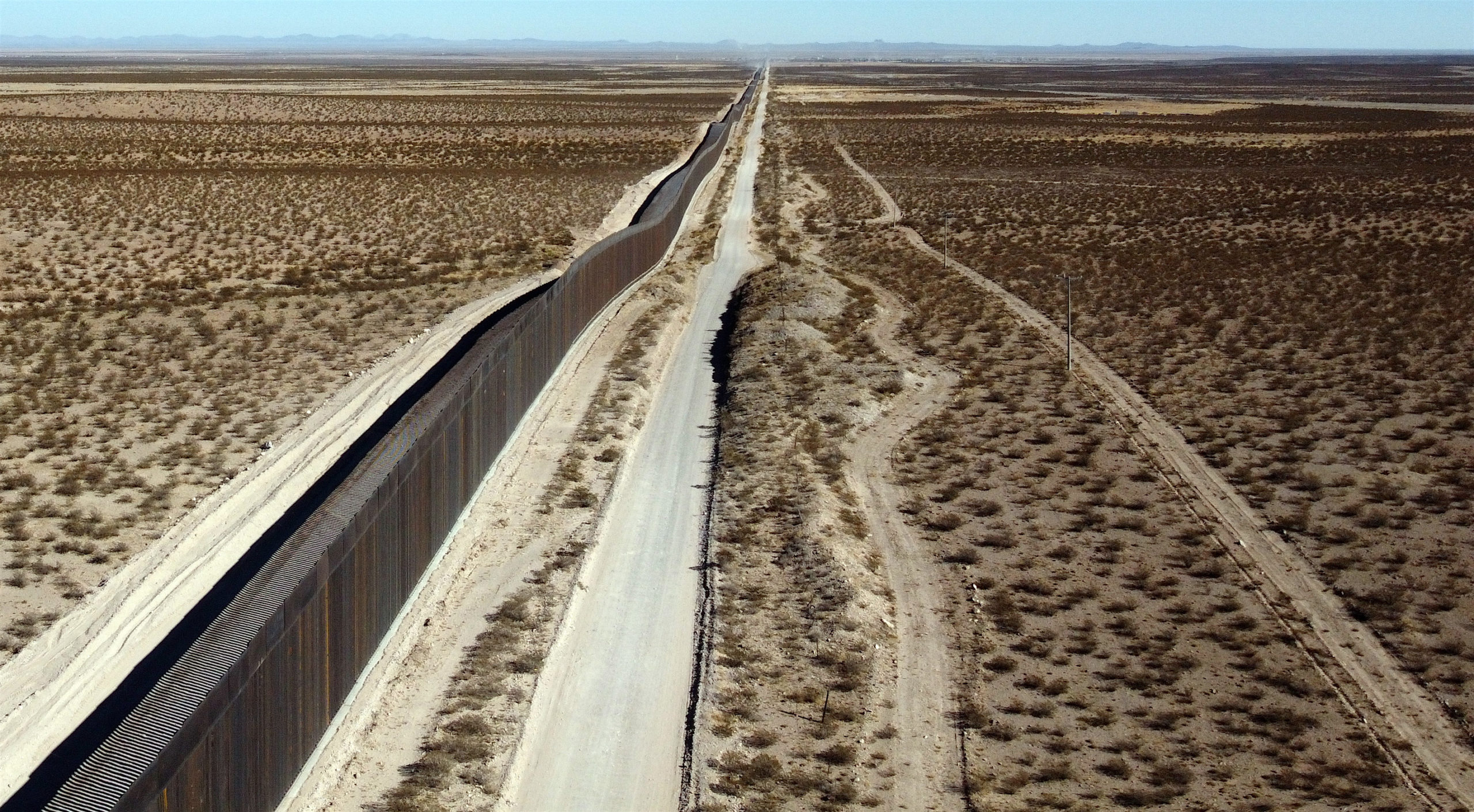 Picture of the wall lifted by a US company on the border between Columbus, state of New Mexico, United States, and Puerto Palomas de Villa, municipality of Ascension, State of Chihuahua, Mexico (R), taken on November 30, 2020. - Weeks before Donald Trump is due to leave office, workers are racing to build the hulking steel fence along the US-Mexican border that was a centerpiece of his presidency. (Photo by Herika MARTINEZ / AFP) (Photo by HERIKA MARTINEZ/AFP via Getty Images)