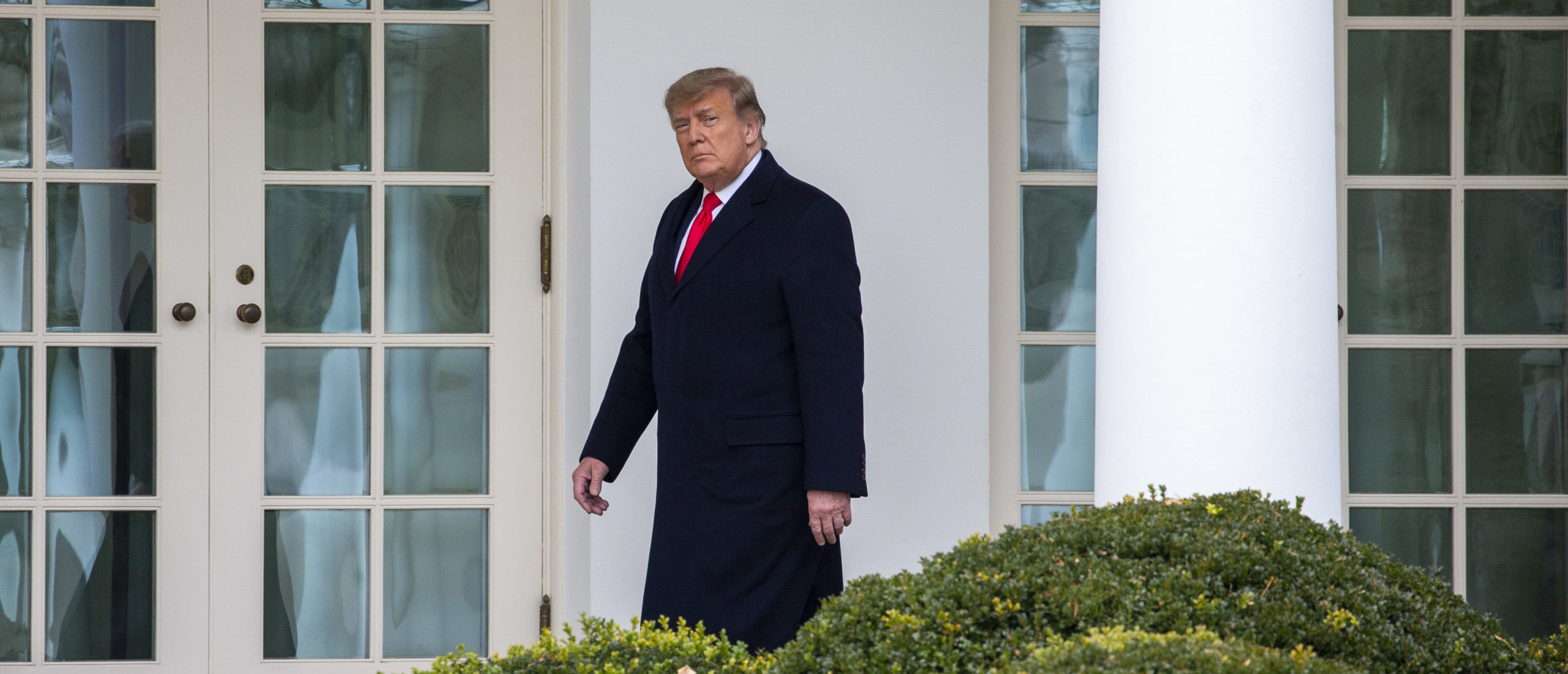 WASHINGTON, DC - DECEMBER 31: U.S. President Donald Trump walks to the Oval Office while arriving back at the White House on December 31, 2020 in Washington, DC. President Trump and the First Lady returned to Washington, DC early and will not be in attendance at the annual New Years Eve party at his Mar-a-Lago home in Palm Beach. (Photo by Tasos Katopodis/Getty Images)
