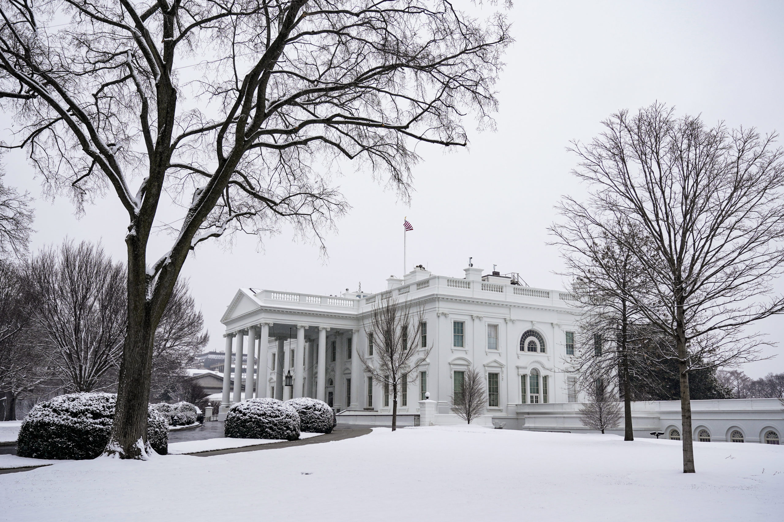 WASHINGTON, DC - JANUARY 31: The White House ground are covered in snow during a snow storm on January 31, 2021 in Washington, DC. Washington is expecting 3 to 5 inches of snow during the first major snow storm of the year. (Photo by Joshua Roberts/Getty Images)
