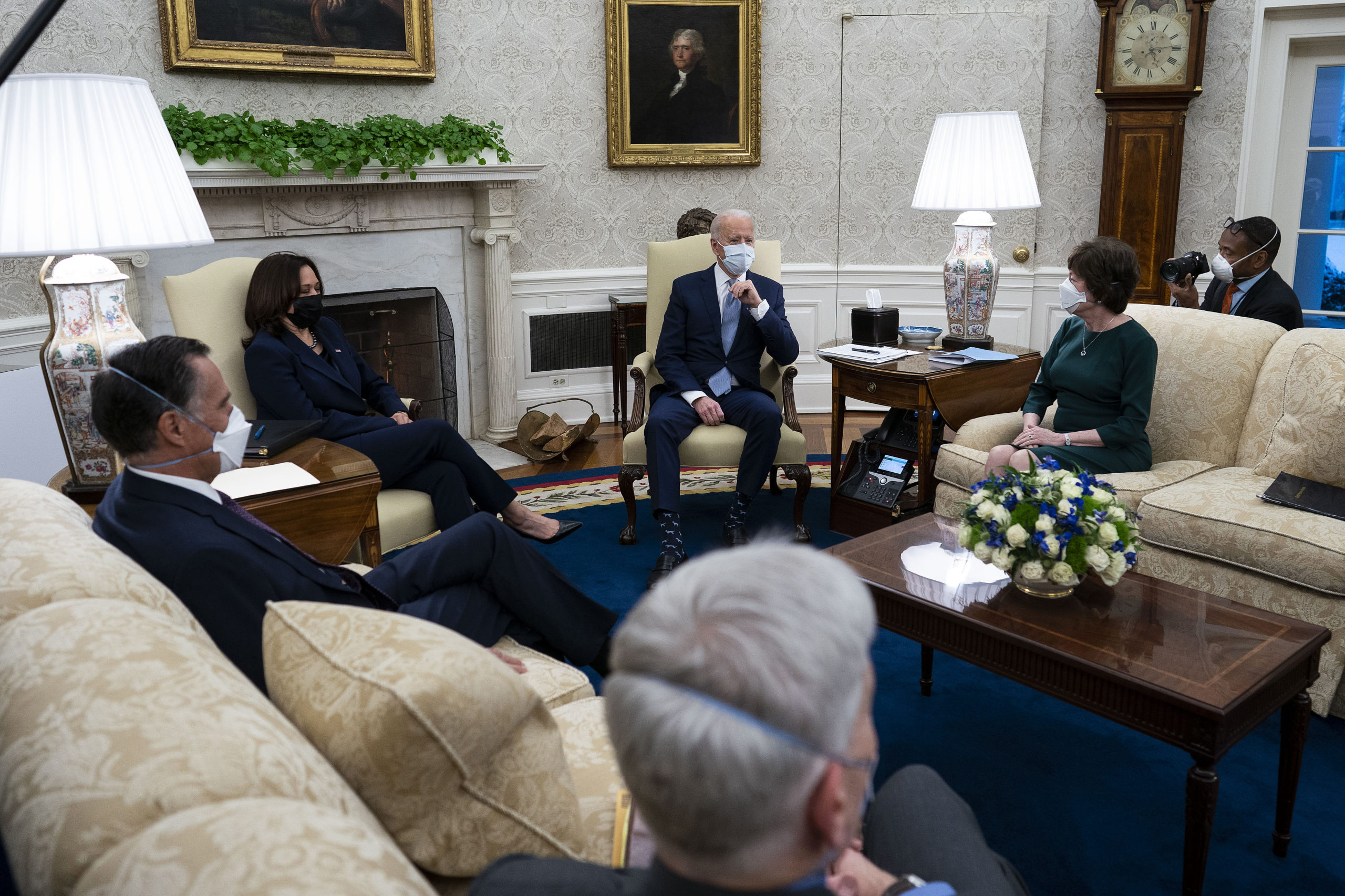 U.S. President Joe Biden (Center R) and Vice President Kamala Harris (Center L) meet with 10 Republican senators, including Mitt Romney (R-UT), Bill Cassidy (R-LA) and Susan Collins (R-ME), in the Oval Office at the White House February 01, 2021 in Washington, DC. The senators requested a meeting with Biden to propose a scaled-back $618 billion stimulus plan in response to the $1.9 trillion coronavirus relief package Biden is currently pushing in Congress. (Photo by Doug Mills-Pool/Getty Images)