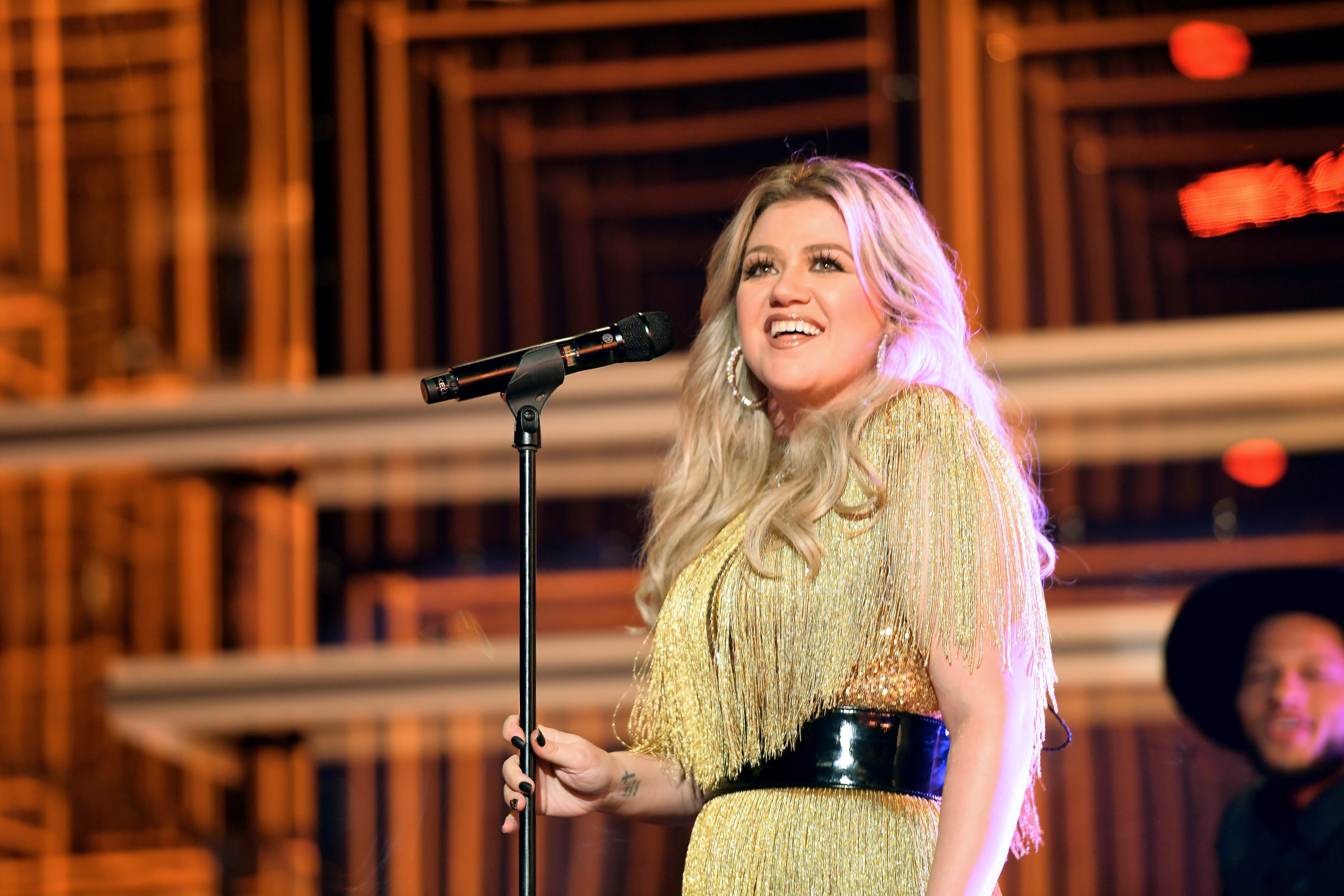 LAS VEGAS, NV - MAY 20: Host Kelly Clarkson performs onstage at the 2018 Billboard Music Awards at MGM Grand Garden Arena on May 20, 2018 in Las Vegas, Nevada. (Photo by Matt Winkelmeyer/Getty Images for dcp)