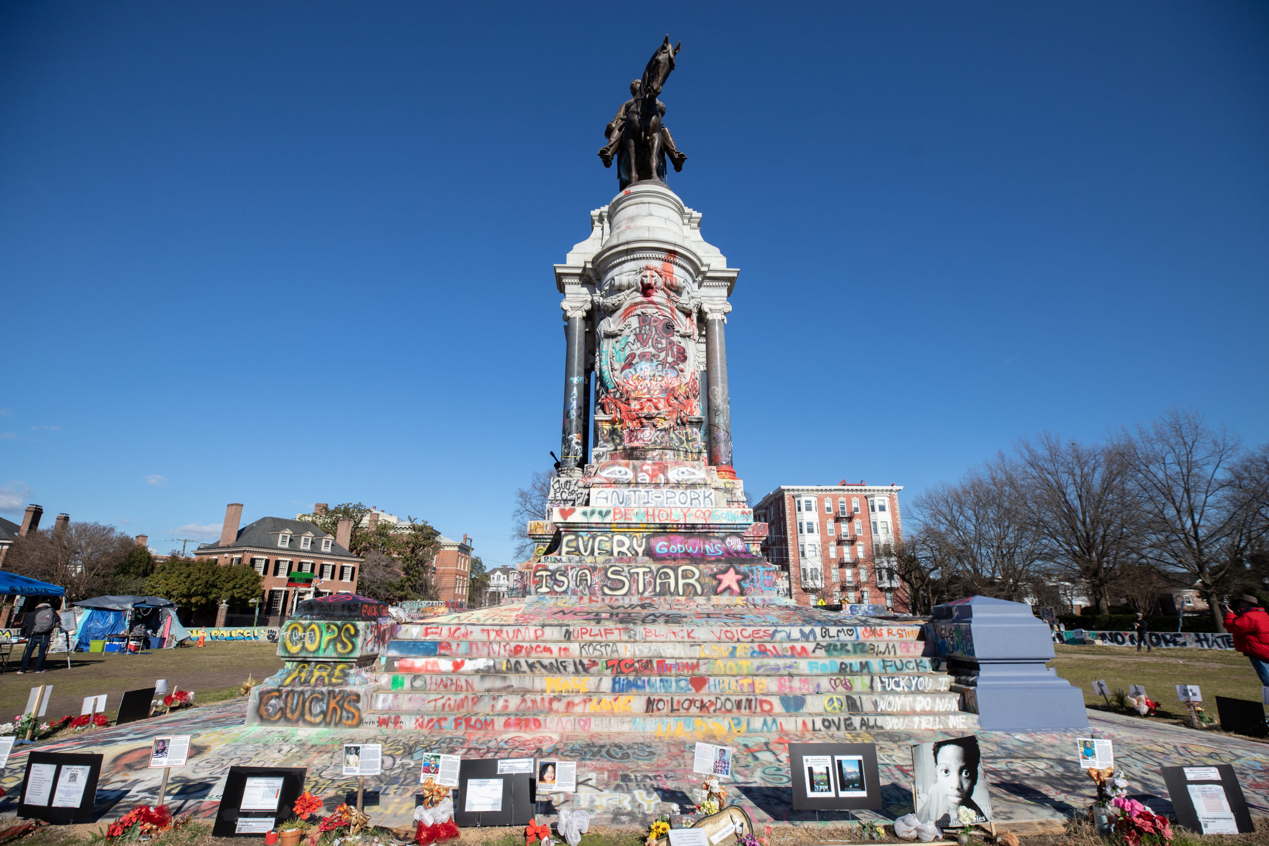 The Robert E. Lee statue in Richmond, Virginia, has been transformed into a piece of what community members call protest art where people gather to participate in mutual aid, play sports and garden, Jan. 17, 2021. (Kaylee Greenlee - Daily Caller News Foundation.)