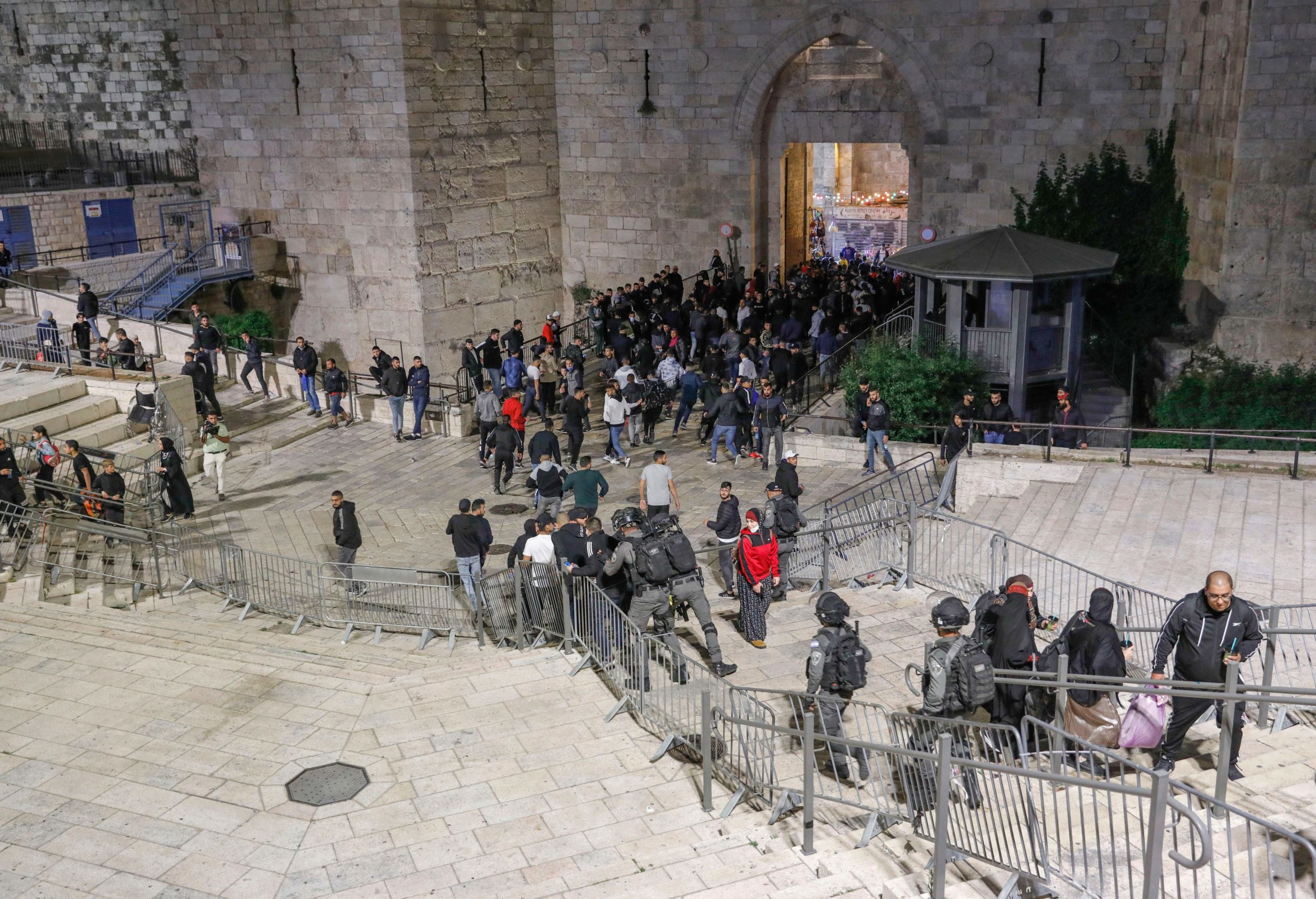 Members of Israeli security forces deploy amid clashes with Palestinian protesters in Jerusalem, on April 22, 2021. (Photo by AHMAD GHARABLI/AFP via Getty Images)
