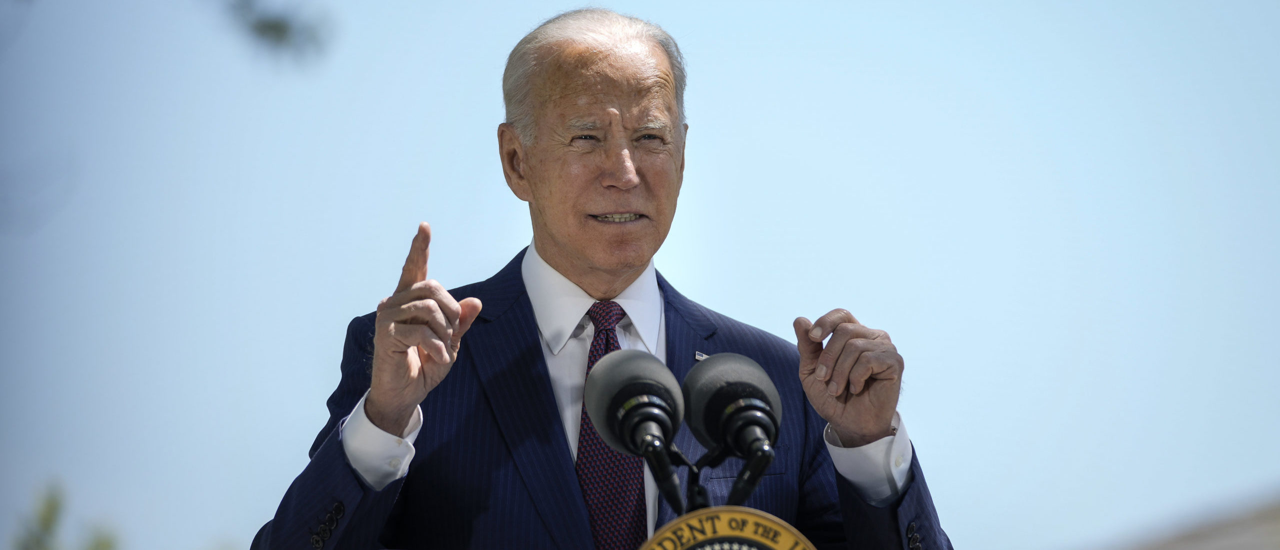 U.S. President Joe Biden speaks about updated CDC mask guidance on the North Lawn of the White House on April 27, 2021. (Photo by Drew Angerer/Getty Images)