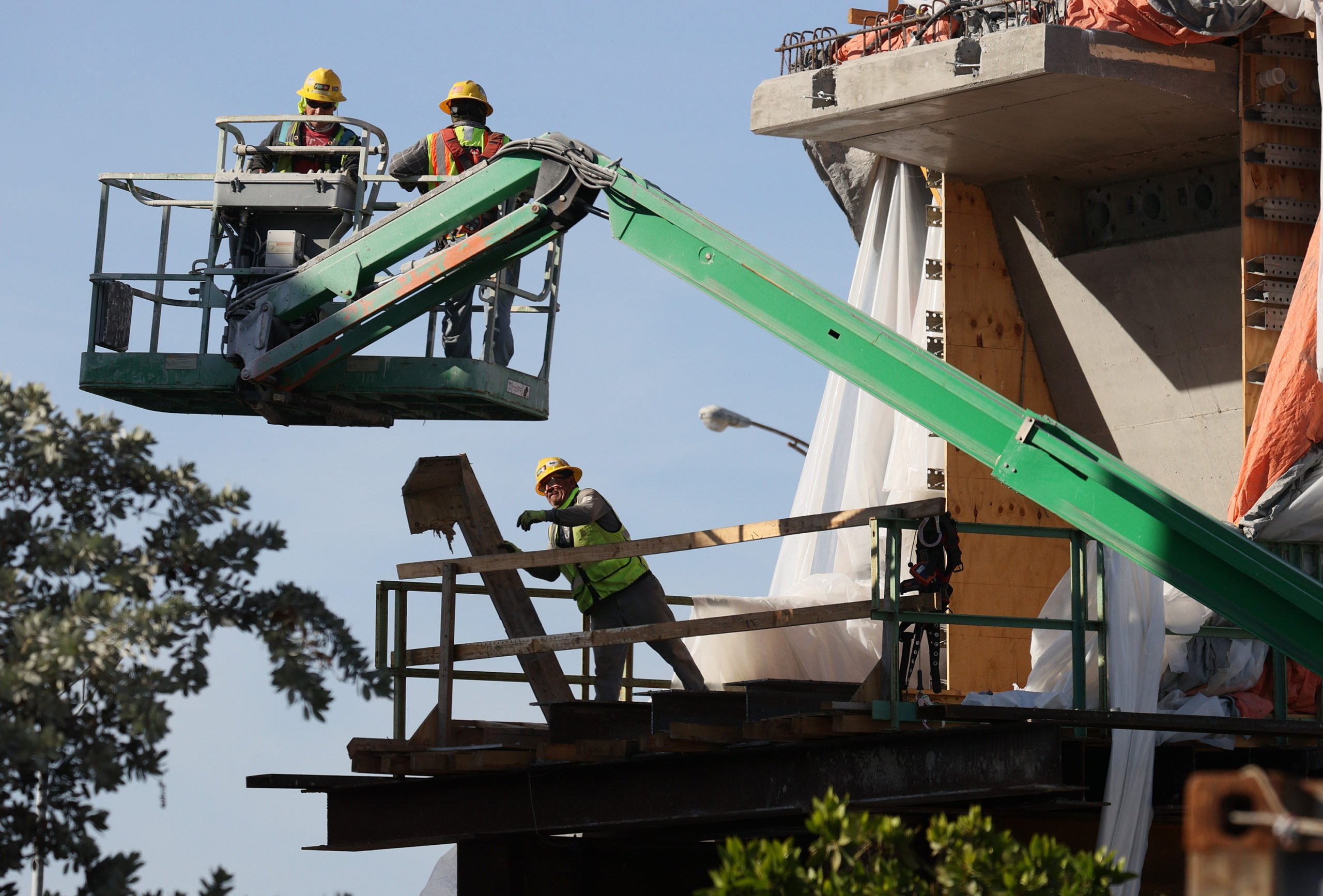 Construction workers on a job site in Florida. (Joe Raedle/Getty Images)