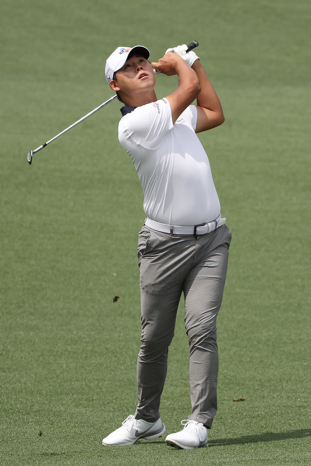 Si Woo Kim of South Korea plays a shot on the second hole during the final round of the Masters at Augusta National Golf Club on April 11, 2021 in Augusta, Georgia. (Photo by Kevin C. Cox/Getty Images)