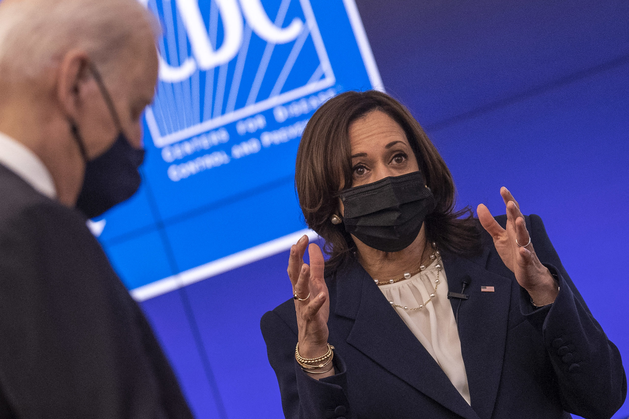 US President Joe Biden (L) and Vice President Kamala Harris (C) tour the Centers for Disease Control and Prevention in Atlanta, Georgia, on March 19, 2021. (Photo by Eric BARADAT / AFP) (Photo by ERIC BARADAT/AFP via Getty Images)