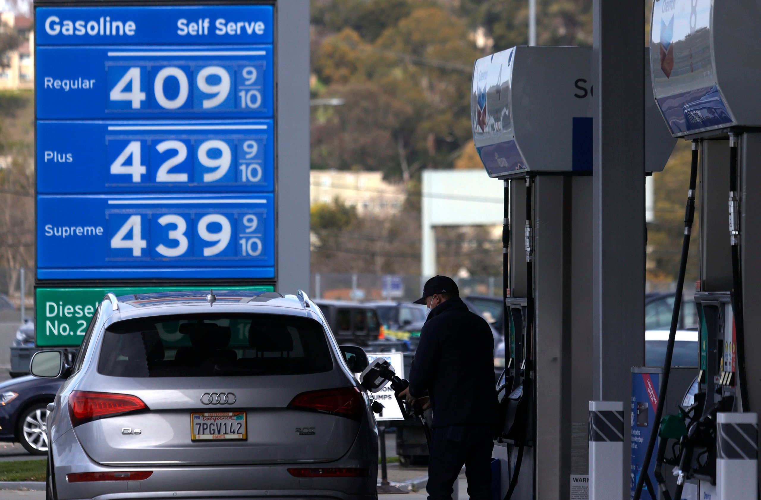 A customer pumps gas into his vehicle at a Chevron gas station in Mill Valley, California in March. (Justin Sullivan/Getty Images)
